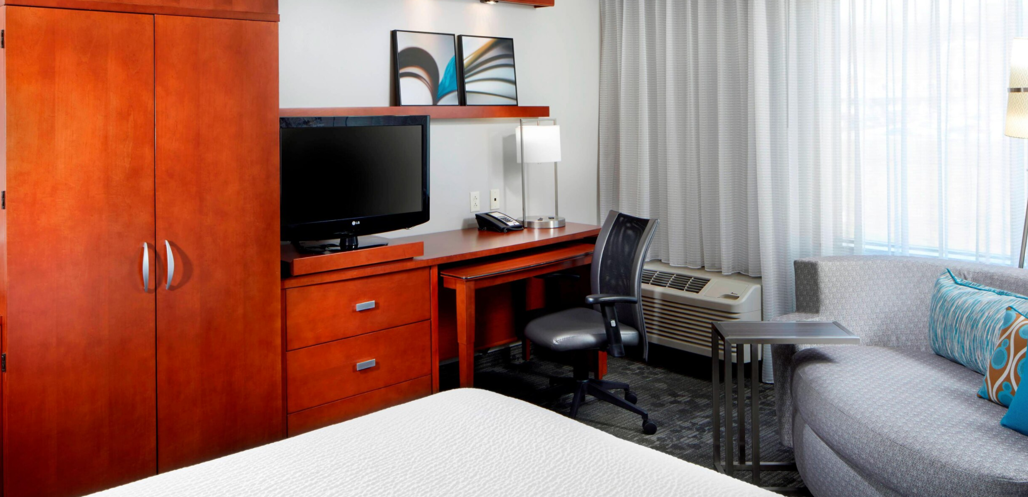 https://www.hotelsbyday.com/_data/default-hotel_image/3/18100/screenshot-2020-06-10-at-7-33-33-pm.png