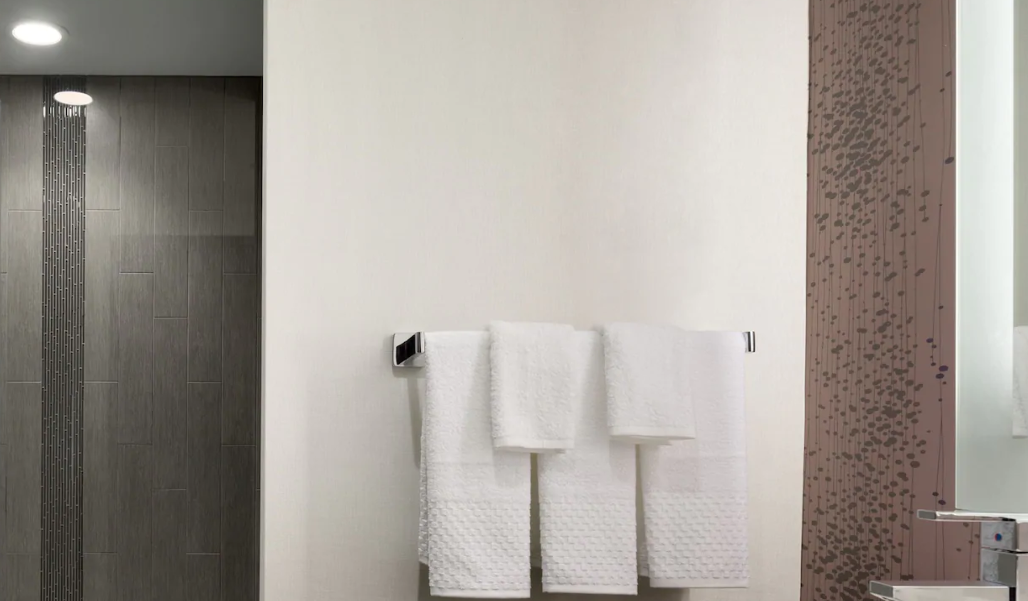 https://www.hotelsbyday.com/_data/default-hotel_image/3/18222/screenshot-2020-06-11-at-4-35-45-pm.png