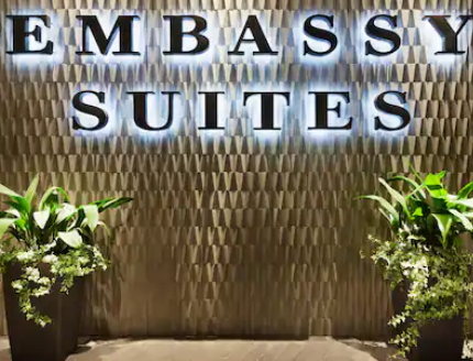 https://www.hotelsbyday.com/_data/default-hotel_image/3/18227/screenshot-2020-06-11-at-4-40-33-pm.png
