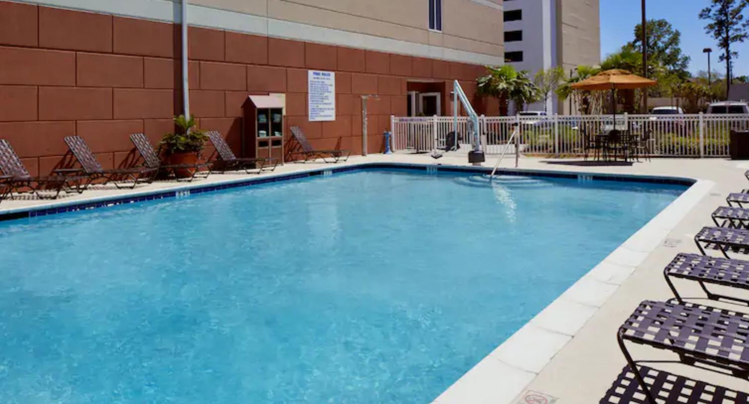 https://www.hotelsbyday.com/_data/default-hotel_image/3/18260/screenshot-2020-06-11-at-5-22-01-pm.png
