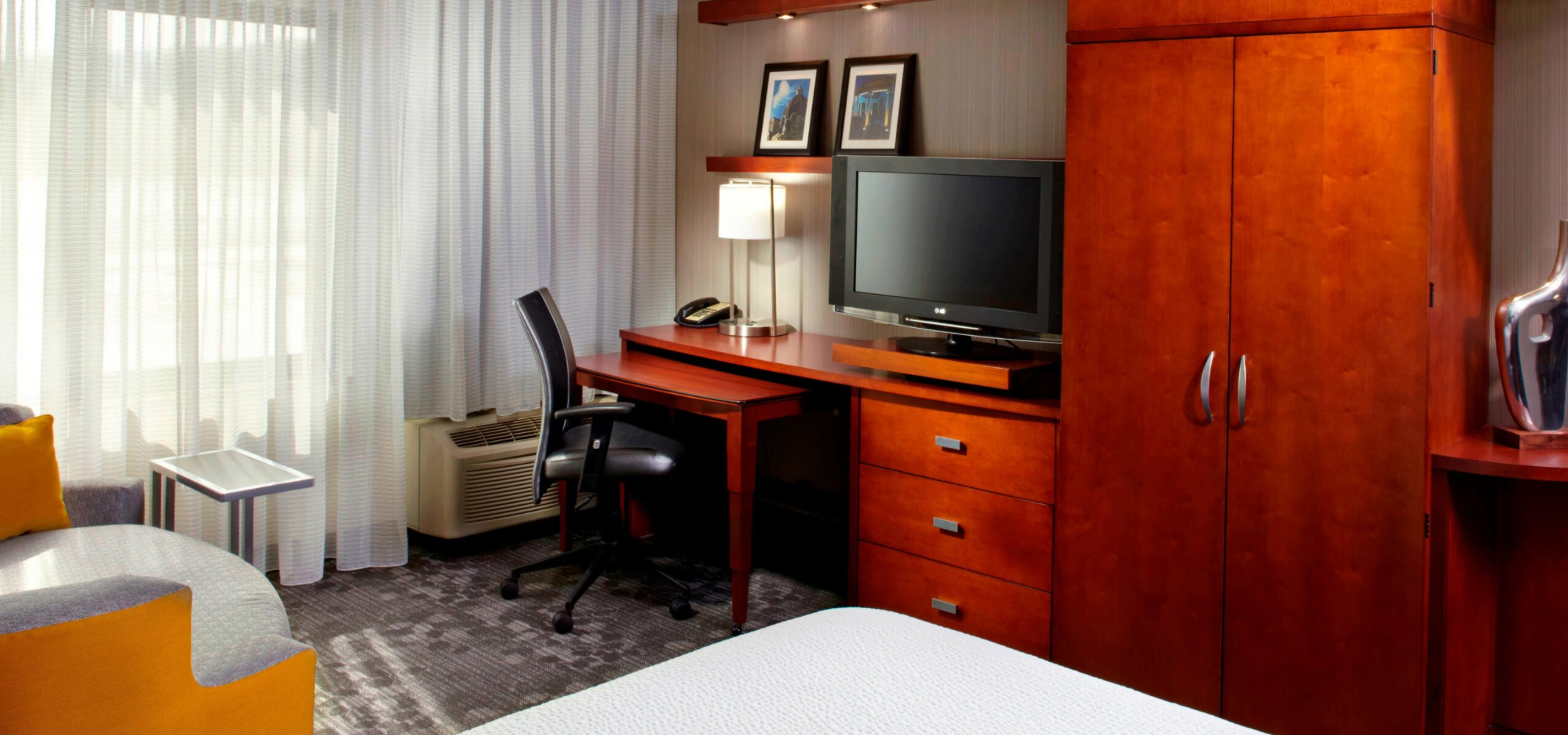 https://www.hotelsbyday.com/_data/default-hotel_image/3/18458/screenshot-2020-06-12-at-4-15-12-pm.png