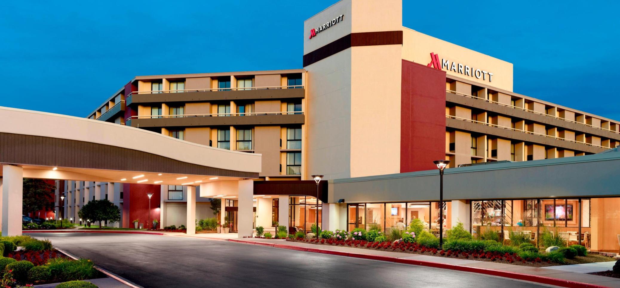 https://www.hotelsbyday.com/_data/default-hotel_image/3/18530/screenshot-2020-06-12-at-5-19-23-pm.png