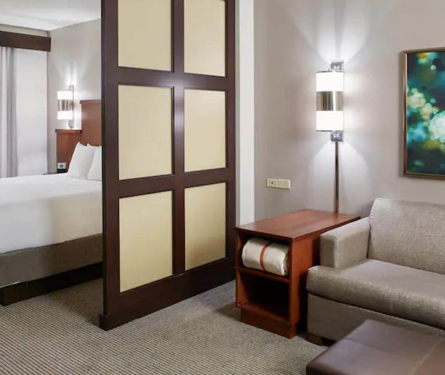https://www.hotelsbyday.com/_data/default-hotel_image/3/18646/screenshot-2020-06-13-at-12-24-00-pm.png