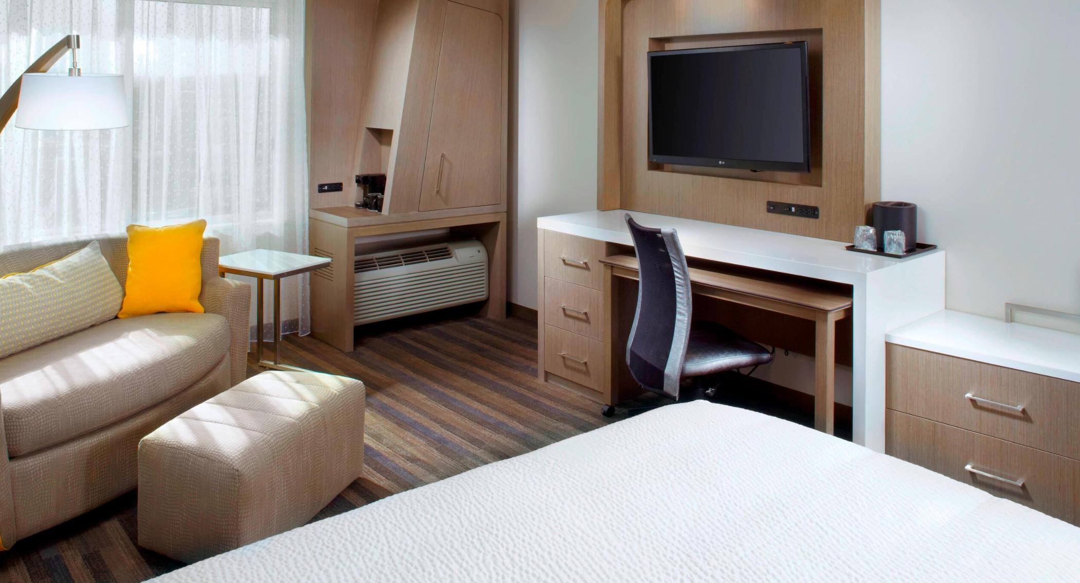 https://www.hotelsbyday.com/_data/default-hotel_image/3/18692/screenshot-2020-06-13-at-7-33-04-pm.png