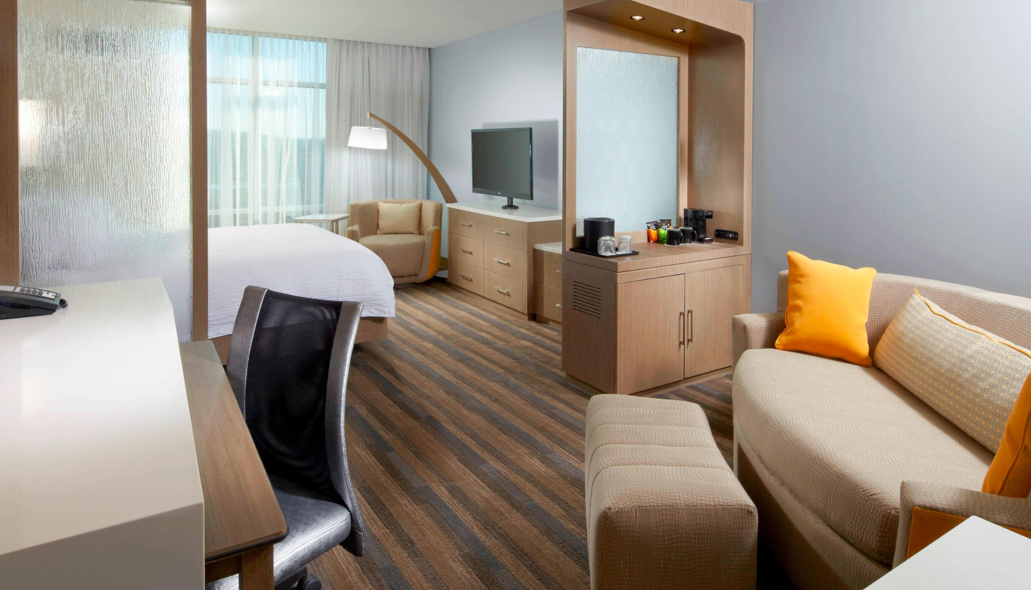 https://www.hotelsbyday.com/_data/default-hotel_image/3/18694/screenshot-2020-06-13-at-7-33-38-pm.png