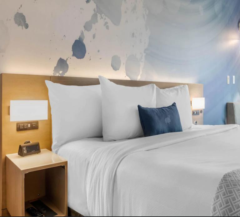https://www.hotelsbyday.com/_data/default-hotel_image/3/18712/screenshot-2020-06-14-at-6-32-15-am.png