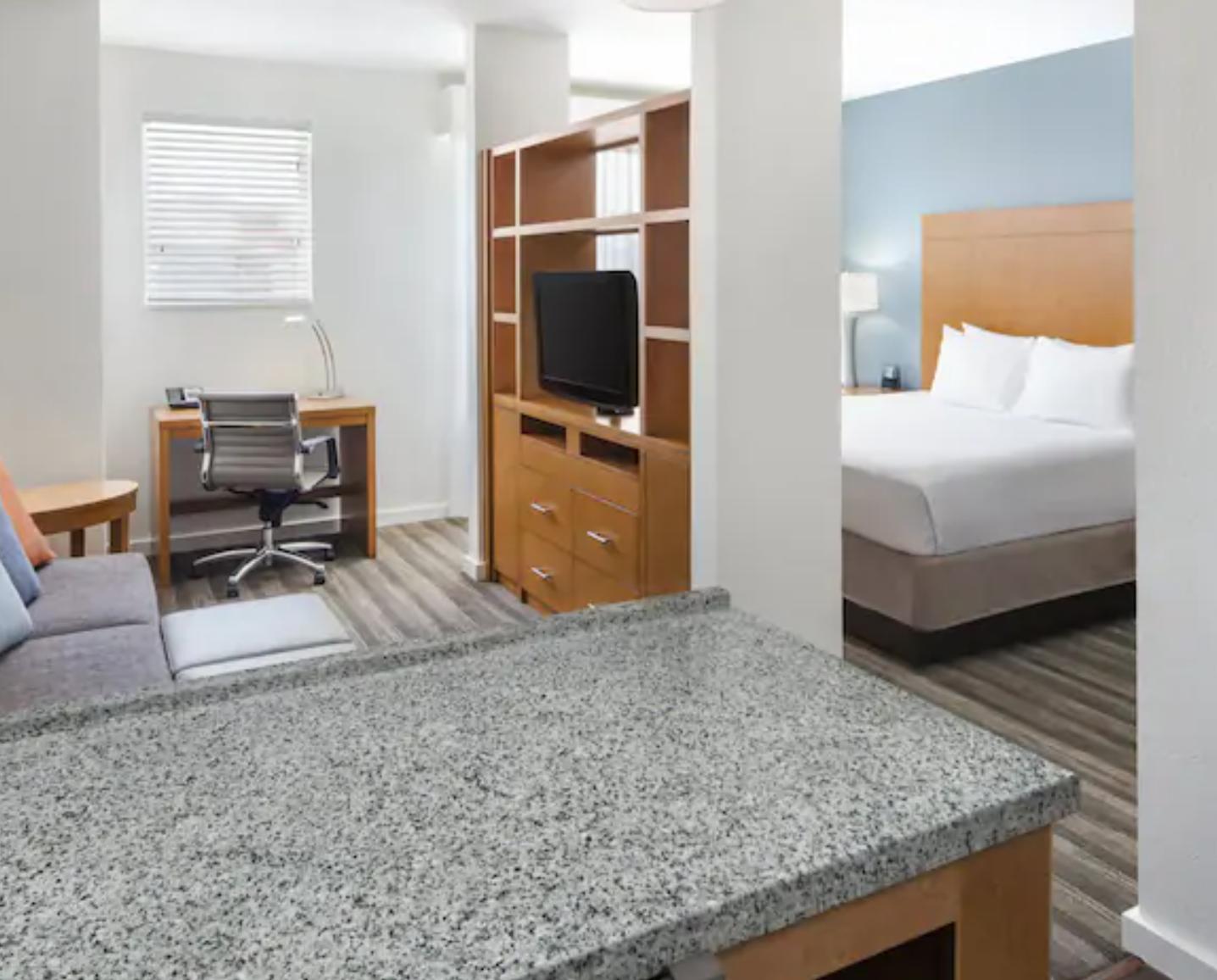 https://www.hotelsbyday.com/_data/default-hotel_image/3/18715/screenshot-2020-06-14-at-6-41-01-am.png