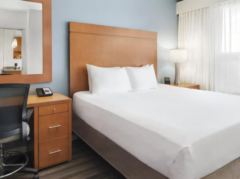 https://www.hotelsbyday.com/_data/default-hotel_image/3/18716/screenshot-2020-06-14-at-6-40-27-am.png
