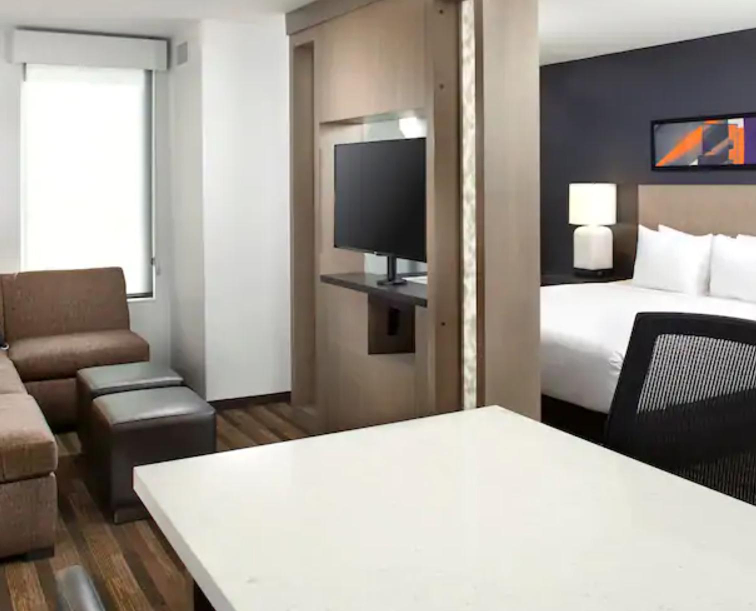 https://www.hotelsbyday.com/_data/default-hotel_image/3/18725/screenshot-2020-06-14-at-6-51-54-am.png
