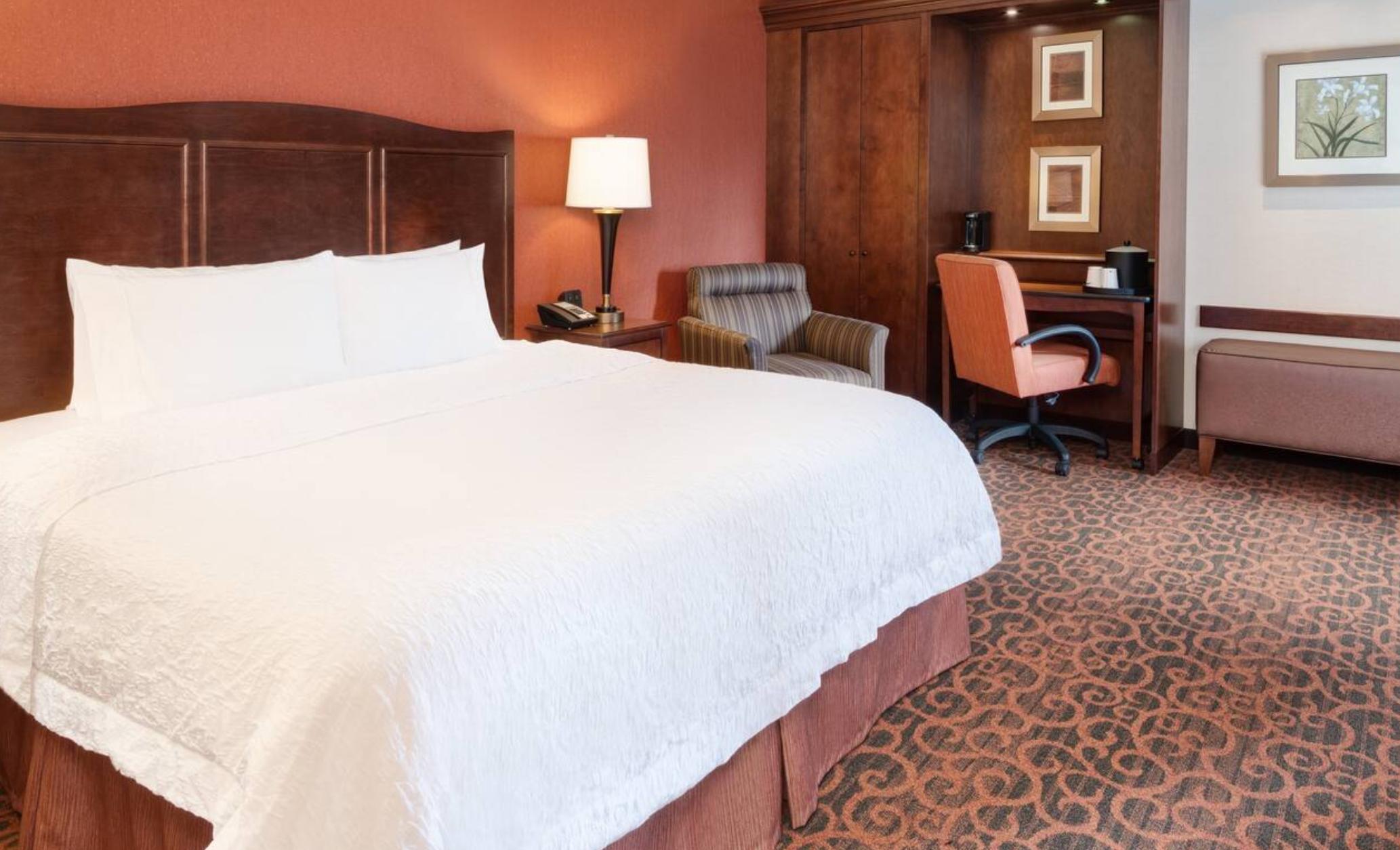 https://www.hotelsbyday.com/_data/default-hotel_image/3/18858/screenshot-2020-06-15-at-1-10-37-pm.png
