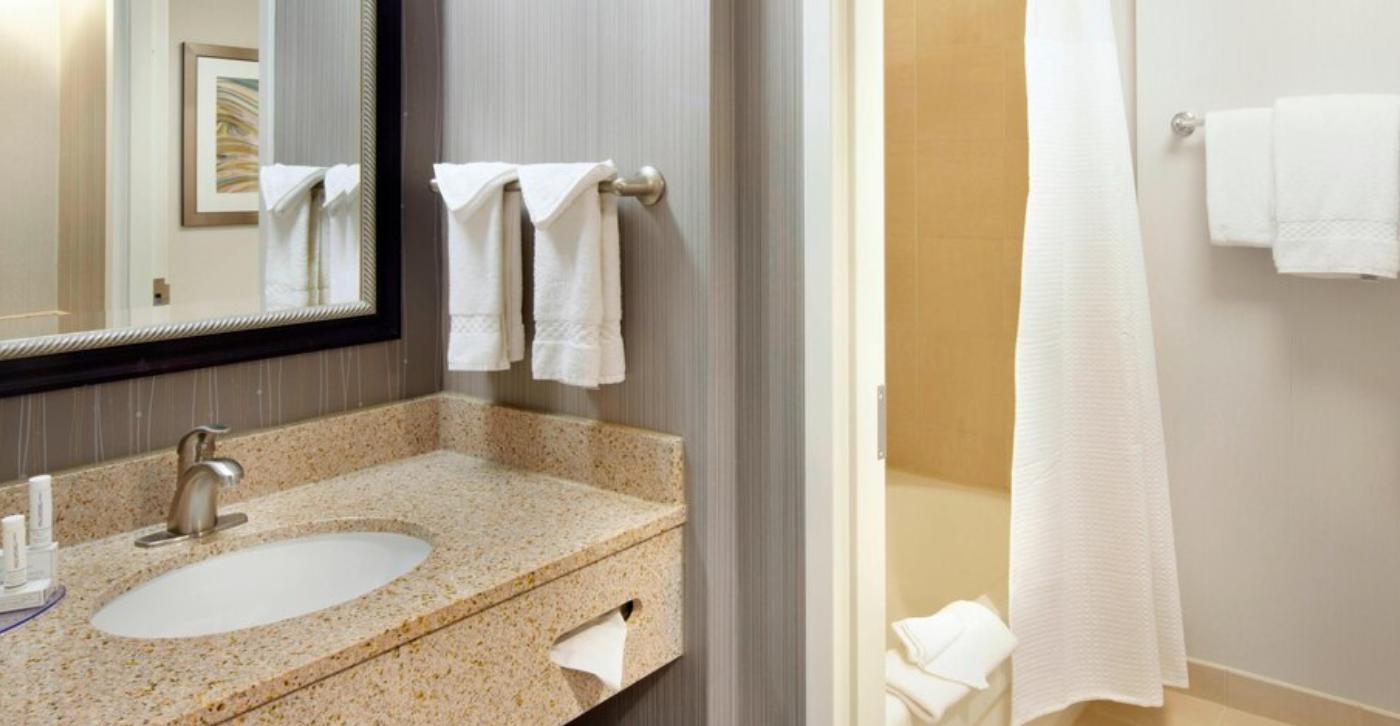 https://www.hotelsbyday.com/_data/default-hotel_image/3/18983/screenshot-2020-06-19-at-4-18-50-pm.png