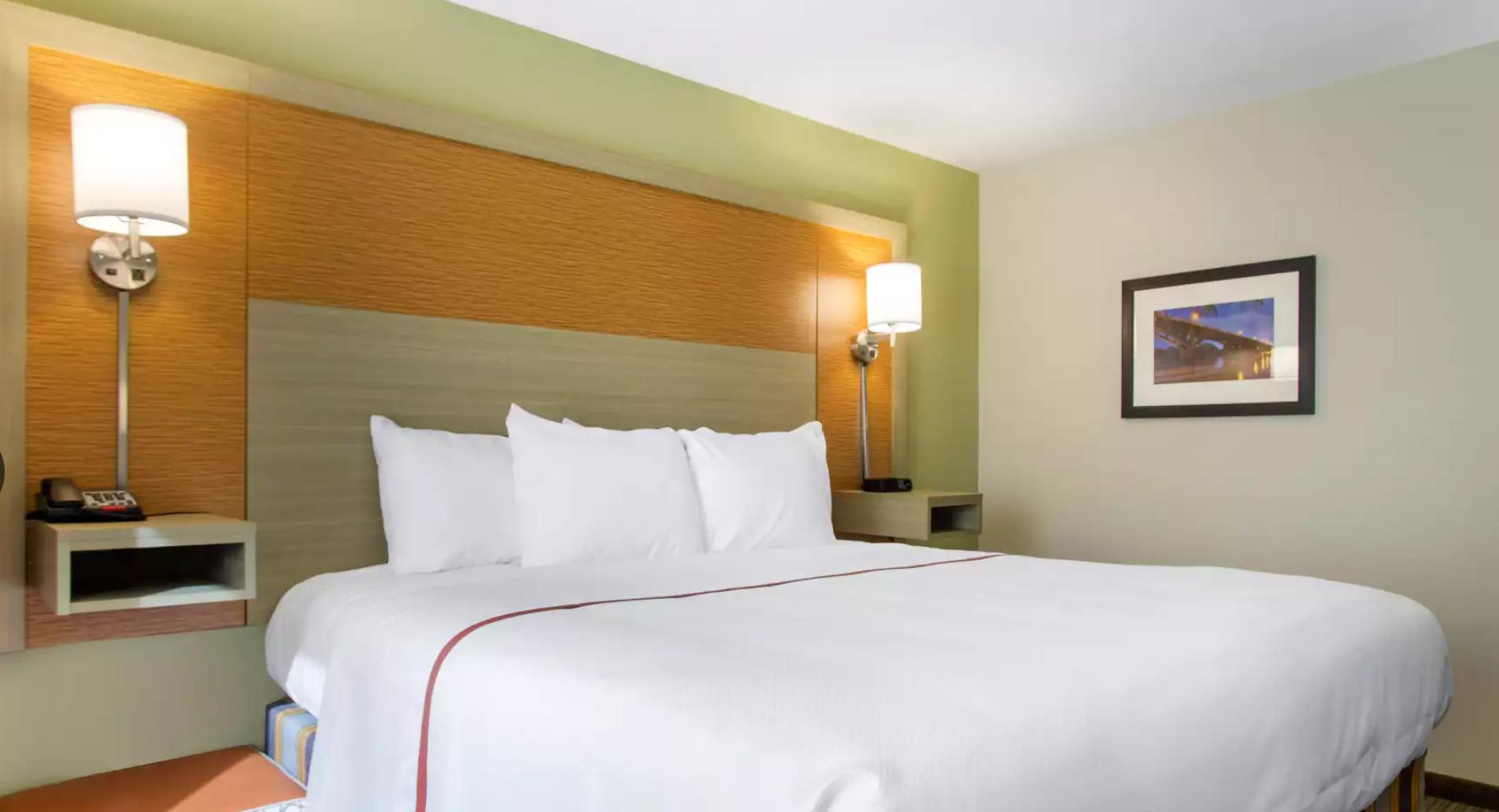 https://www.hotelsbyday.com/_data/default-hotel_image/3/19077/screenshot-2020-06-23-at-2-54-10-pm.png