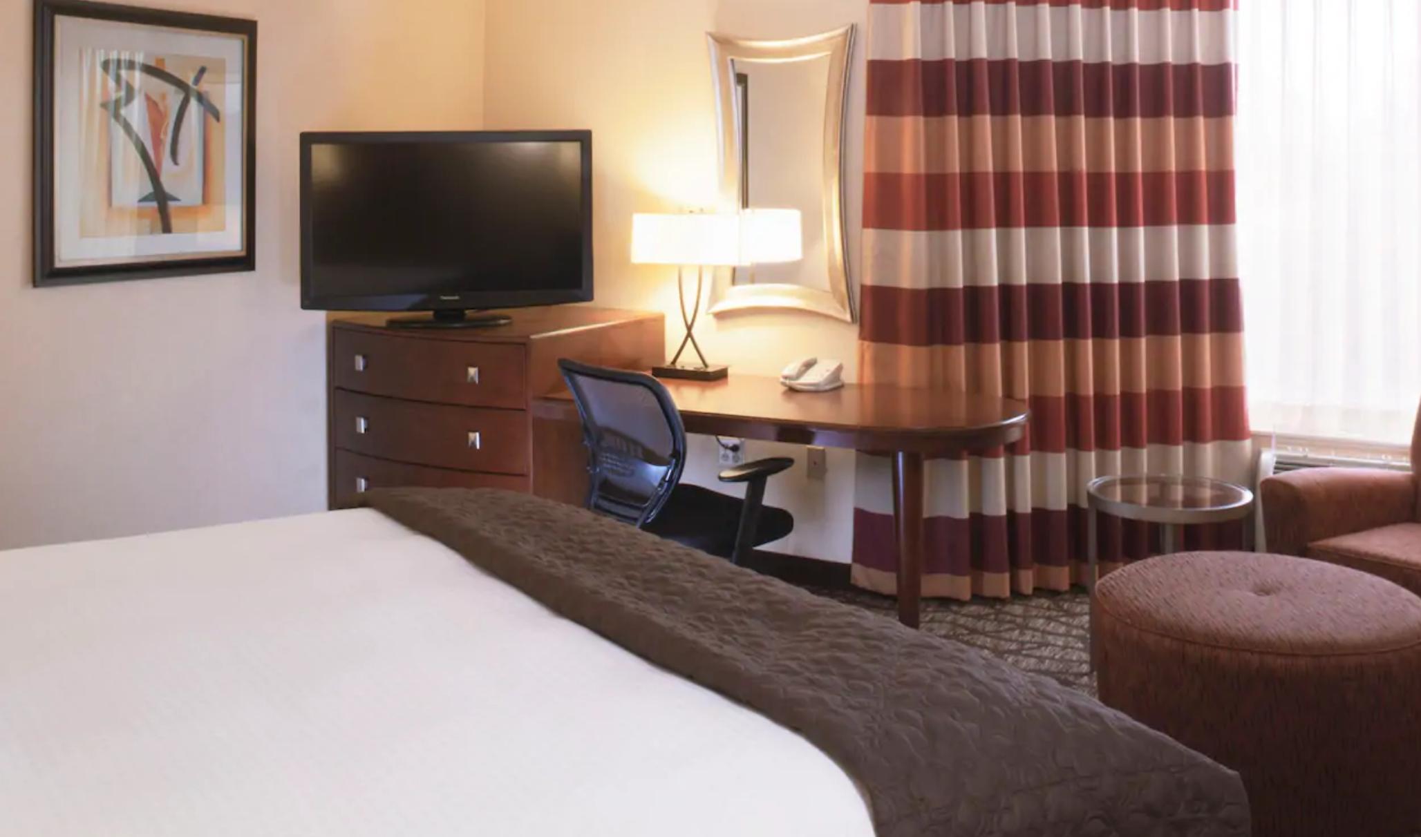 https://www.hotelsbyday.com/_data/default-hotel_image/3/19328/screenshot-2020-07-02-at-3-43-26-pm.png