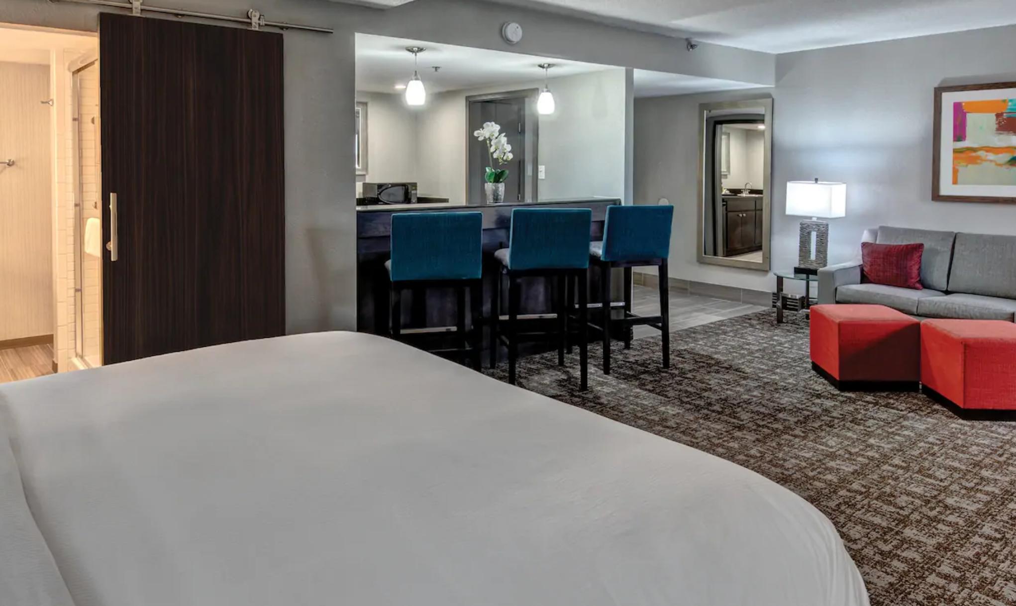 https://www.hotelsbyday.com/_data/default-hotel_image/3/19330/screenshot-2020-07-02-at-3-43-45-pm.png