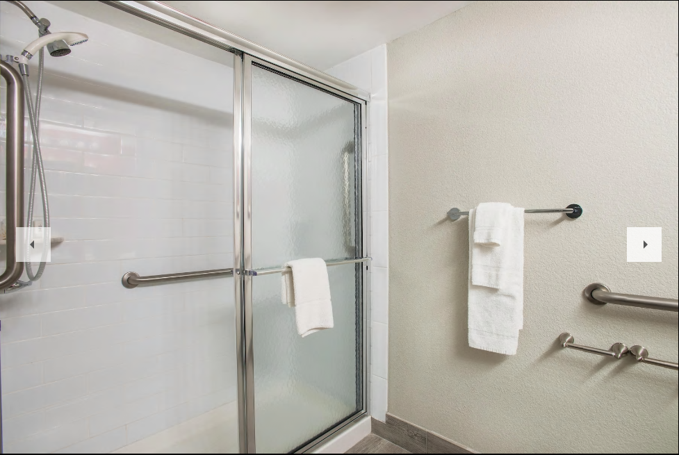 https://www.hotelsbyday.com/_data/default-hotel_image/3/19424/bathroom.png