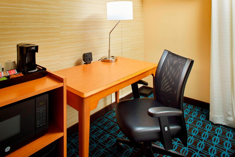 https://www.hotelsbyday.com/_data/default-hotel_image/3/19635/clebh-guestroom-0035-hor-clsc.jpg