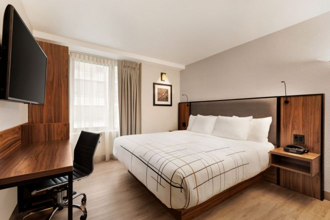 https://www.hotelsbyday.com/_data/default-hotel_image/4/20125/la-quinta-333-west-38th-street-new-york-1-k-bed-1419410_659x440_auto.jpg