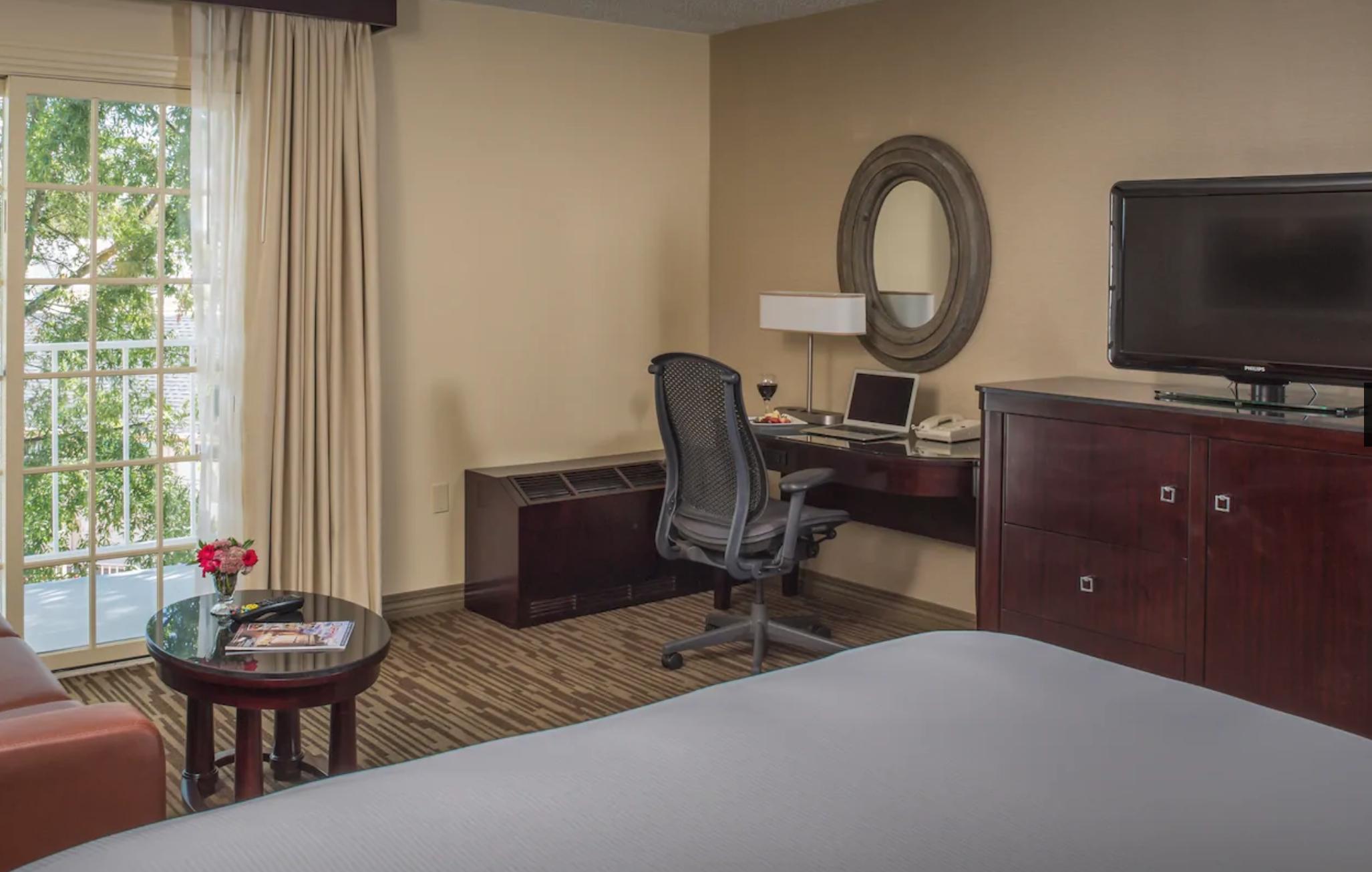 https://www.hotelsbyday.com/_data/default-hotel_image/4/20411/screenshot-2020-08-13-at-9-58-02-am.png