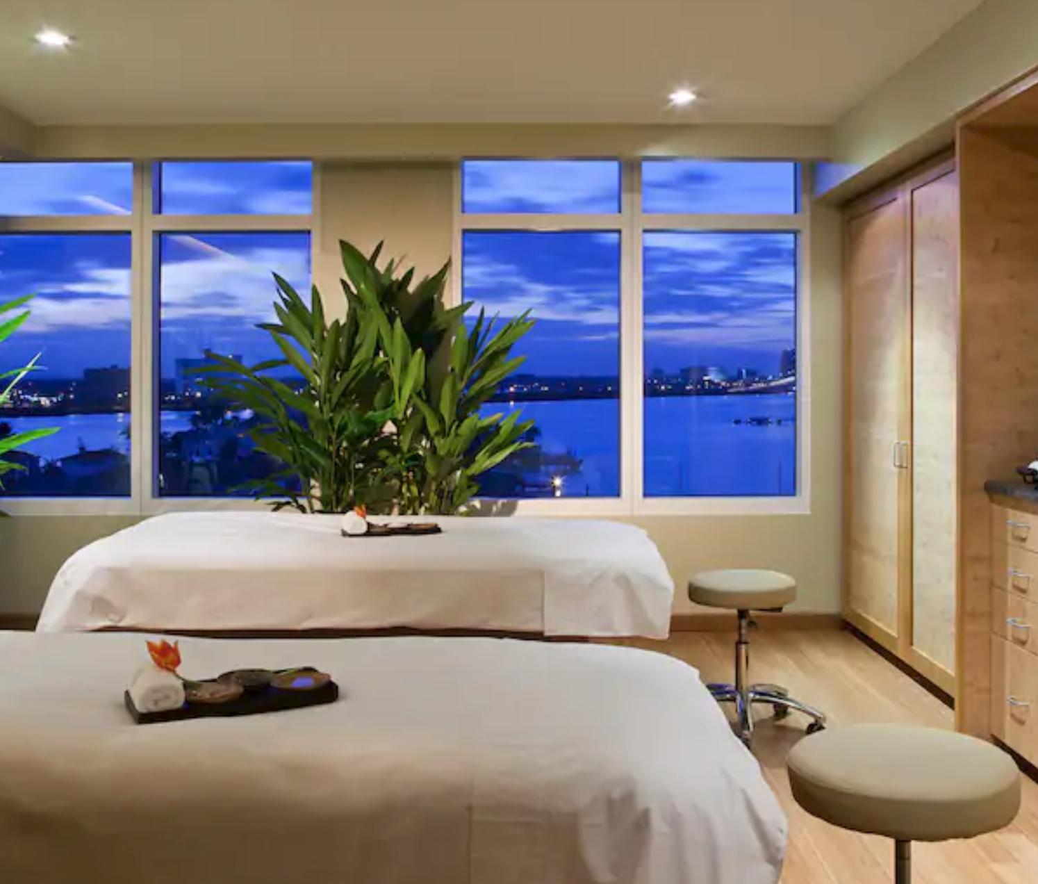 https://www.hotelsbyday.com/_data/default-hotel_image/4/20482/screenshot-2020-08-13-at-12-46-20-pm.png