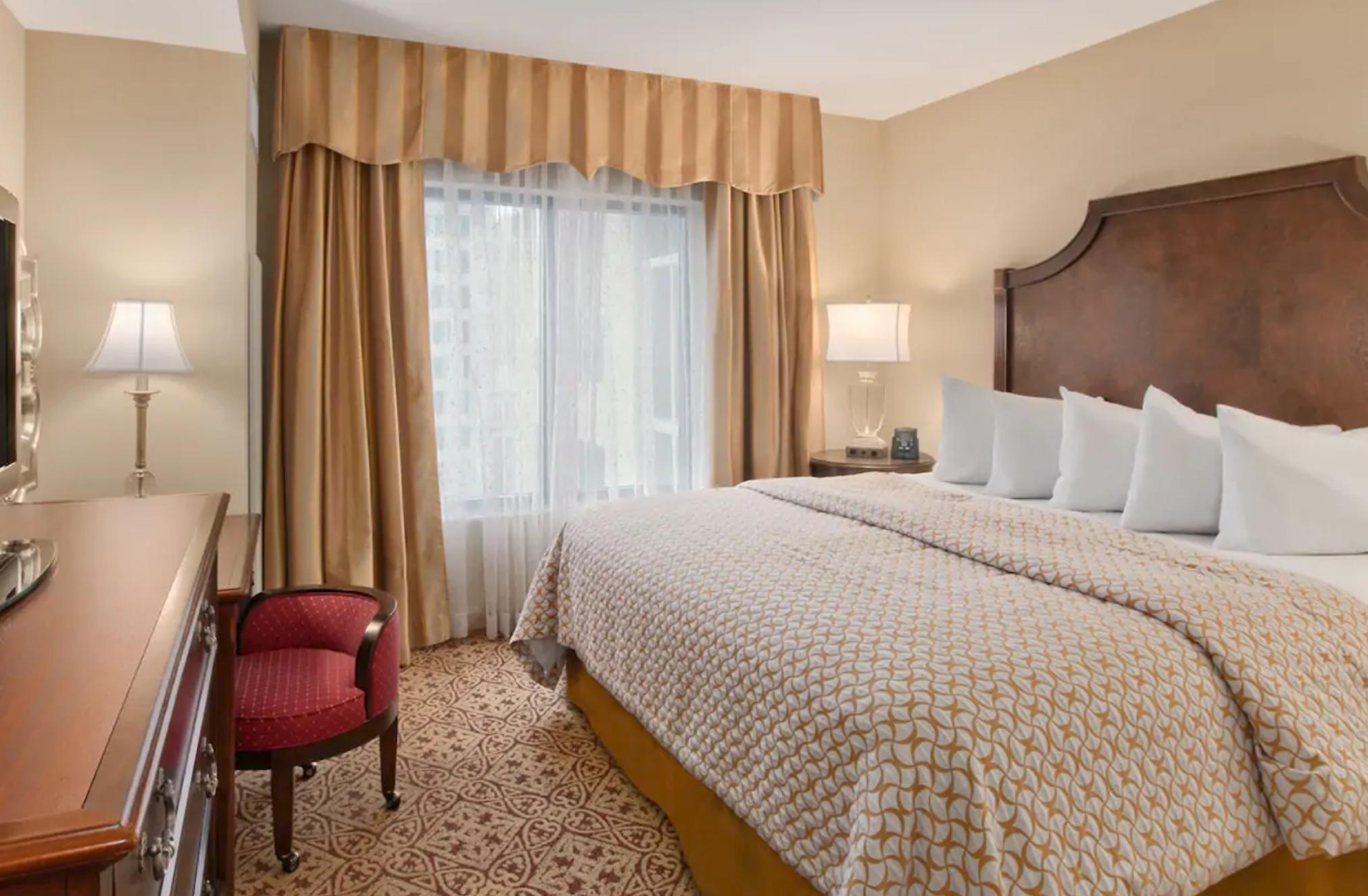 https://www.hotelsbyday.com/_data/default-hotel_image/4/20549/screenshot-2020-08-14-at-12-38-12-pm.png