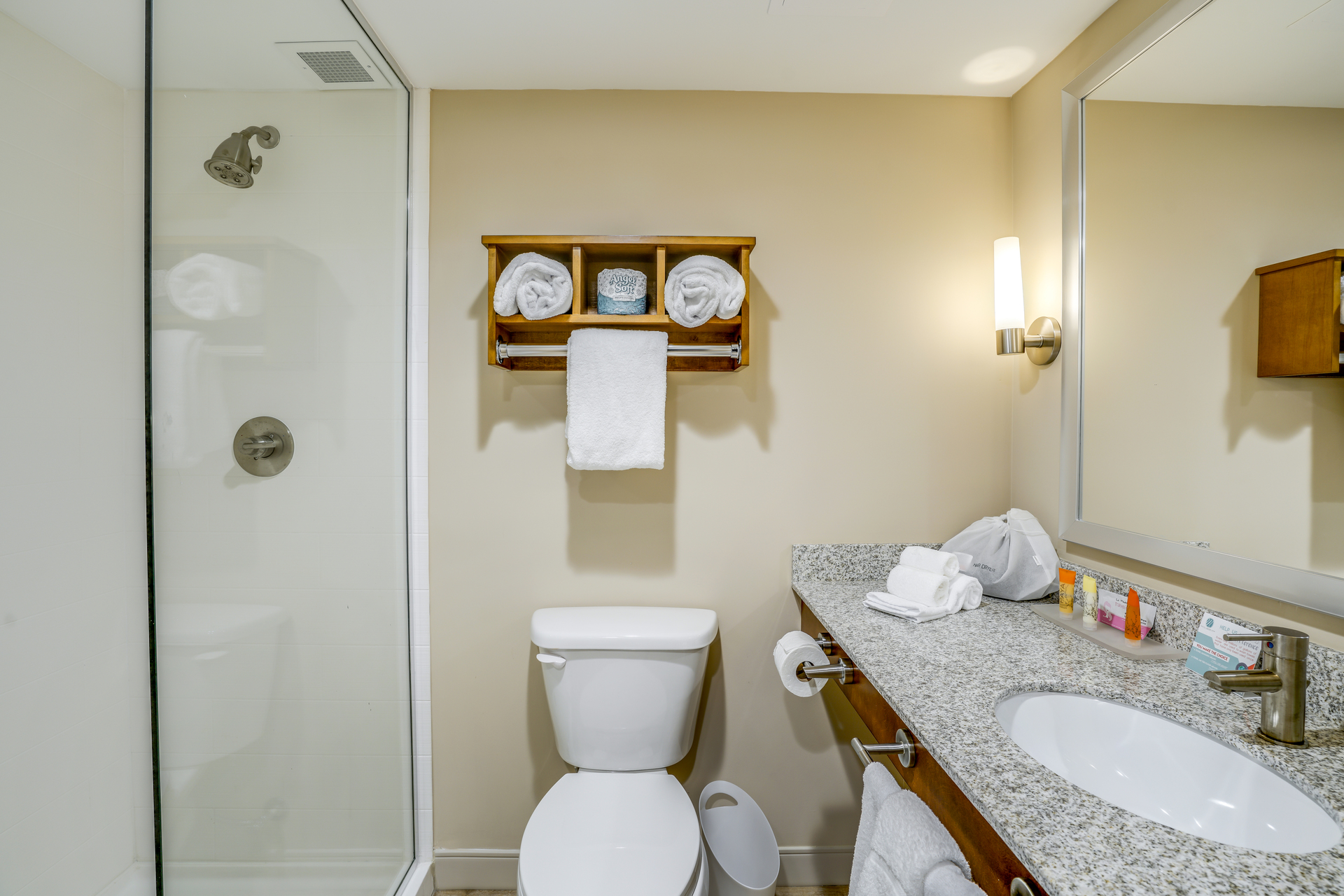 https://www.hotelsbyday.com/_data/default-hotel_image/4/20594/bathroom.jpg