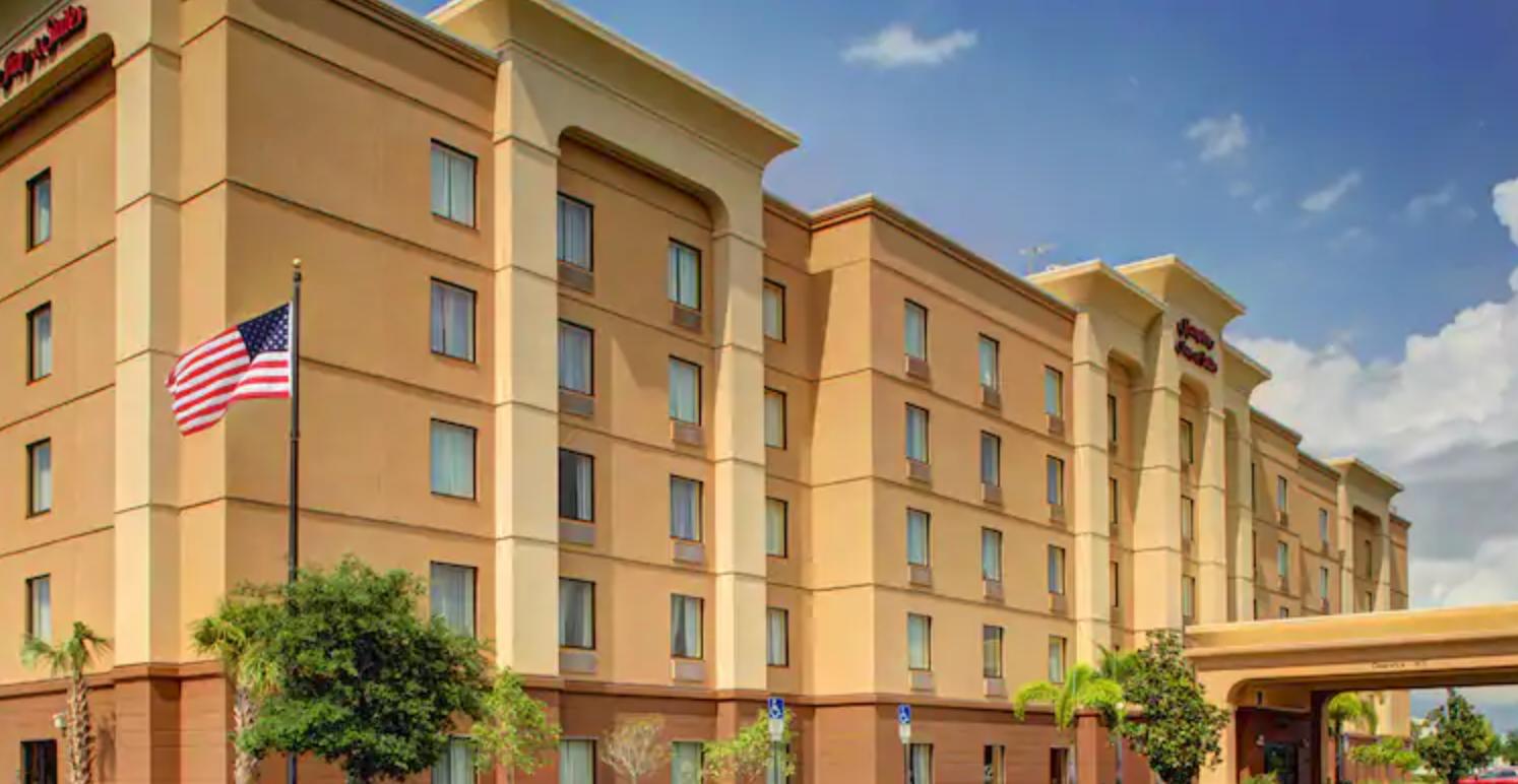 https://www.hotelsbyday.com/_data/default-hotel_image/4/21289/screenshot-2020-08-21-at-12-16-24-pm.png