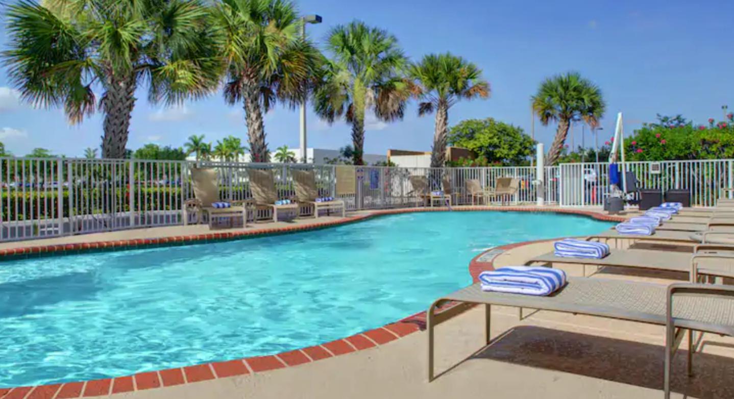 https://www.hotelsbyday.com/_data/default-hotel_image/4/21294/screenshot-2020-08-21-at-12-16-53-pm.png