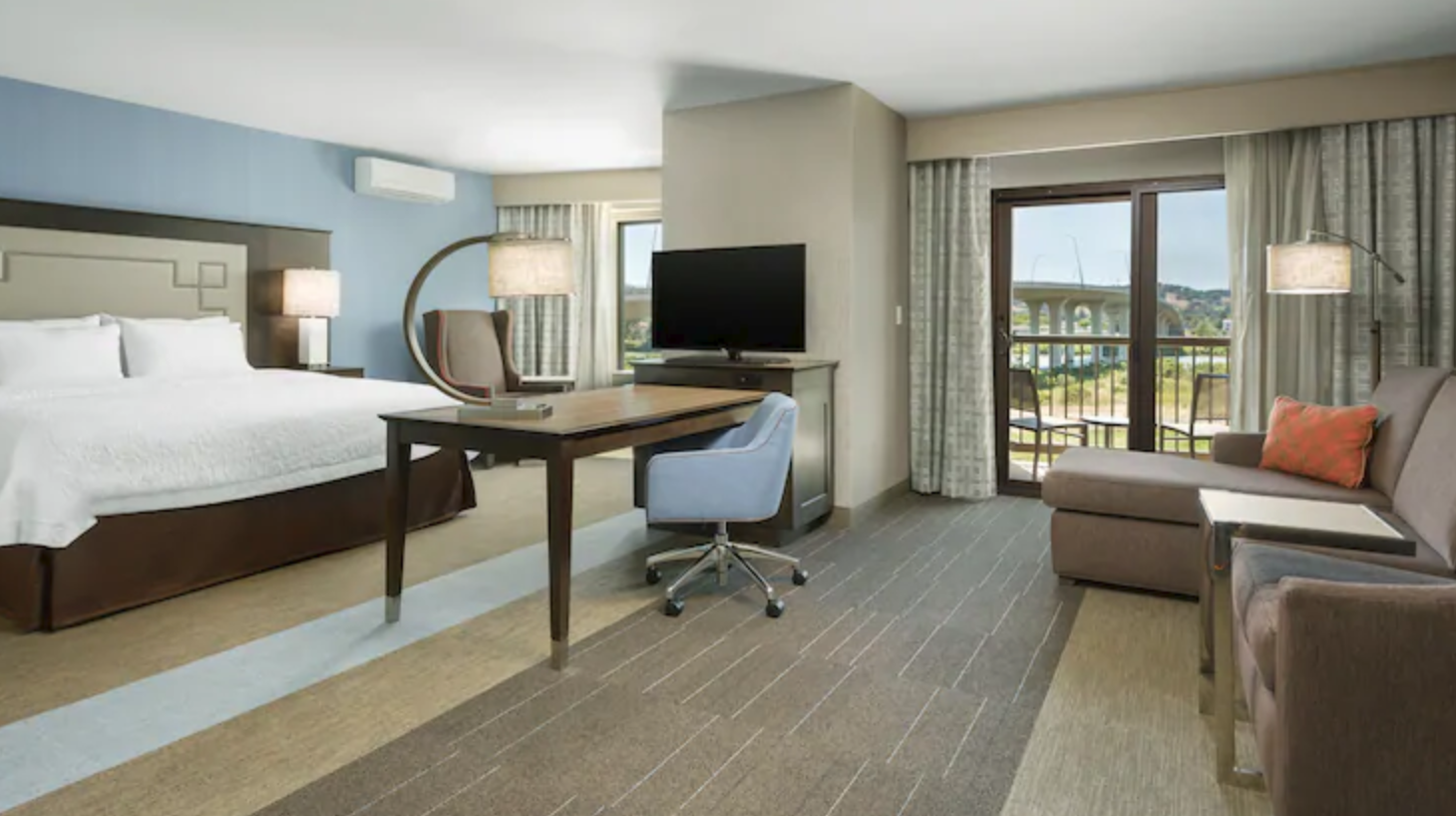 https://www.hotelsbyday.com/_data/default-hotel_image/4/21308/screenshot-2020-08-21-at-12-37-07-pm.png