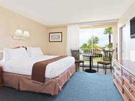Hotel Howard Johnson By Wyndham St. Pete Beach FL Resort Hotel image