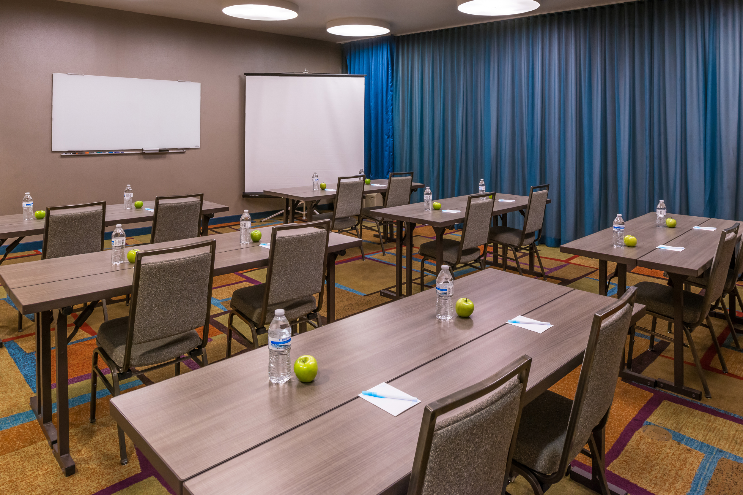 https://www.hotelsbyday.com/_data/default-hotel_image/4/21469/fis-lasfi-meetingroom1-small.jpg
