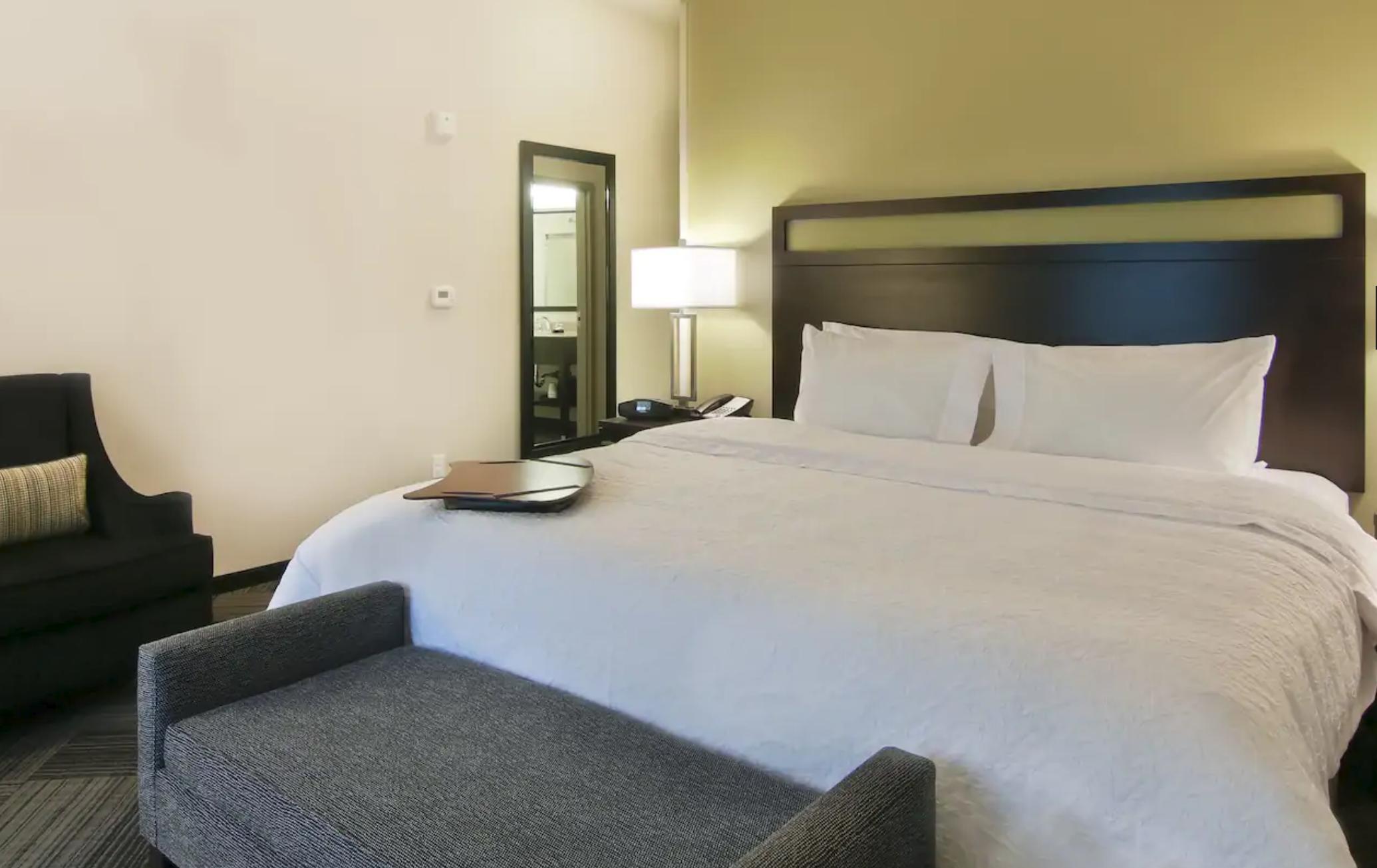 https://www.hotelsbyday.com/_data/default-hotel_image/4/21480/screenshot-2020-08-25-at-7-54-43-pm.png