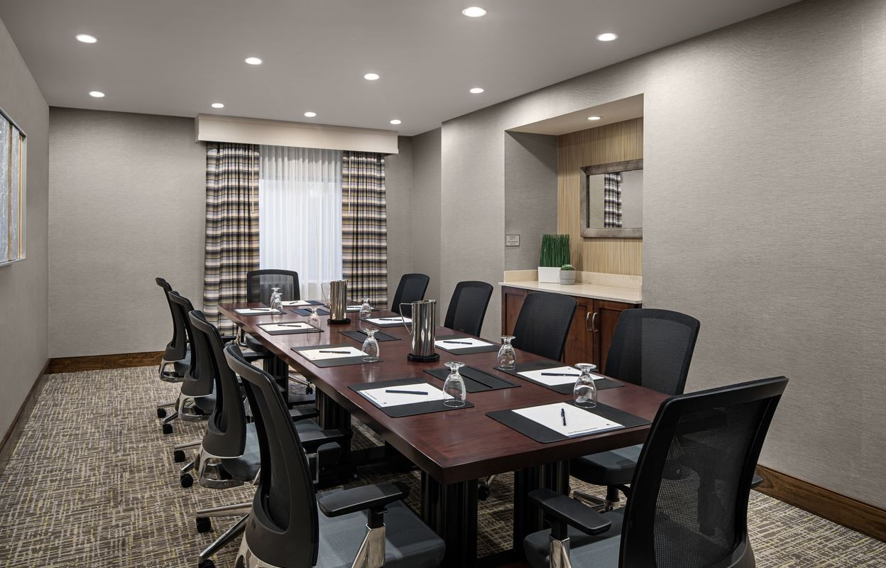 https://www.hotelsbyday.com/_data/default-hotel_image/4/21493/executive-boardroom-dt-suites-charlotte-southpark.jpg