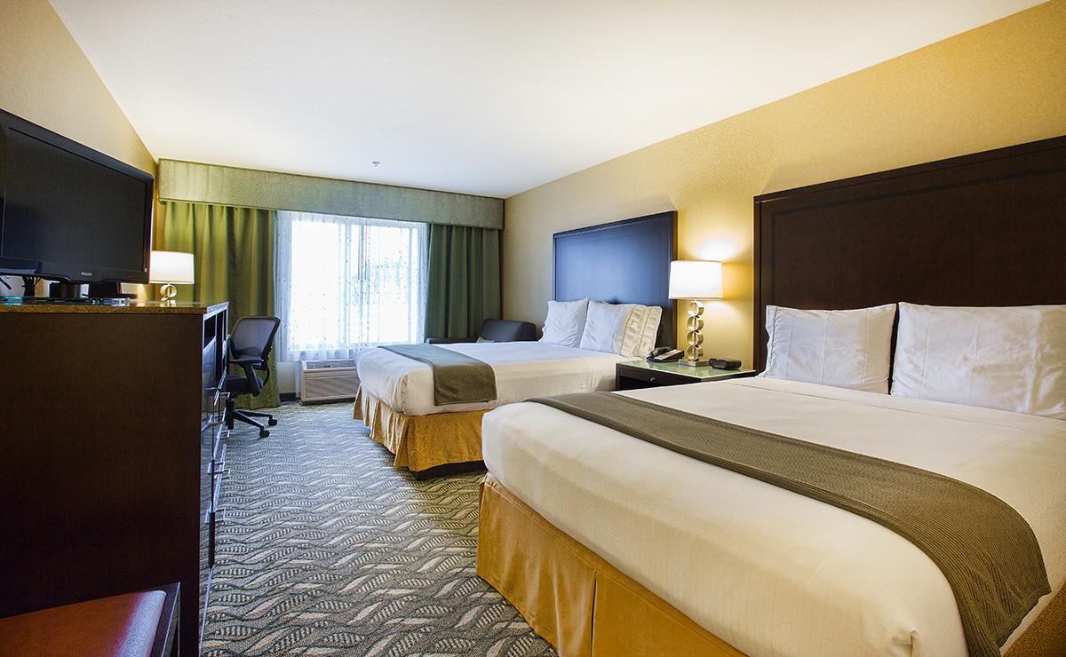 https://www.hotelsbyday.com/_data/default-hotel_image/4/21495/img-8263-two-queen-1.jpg