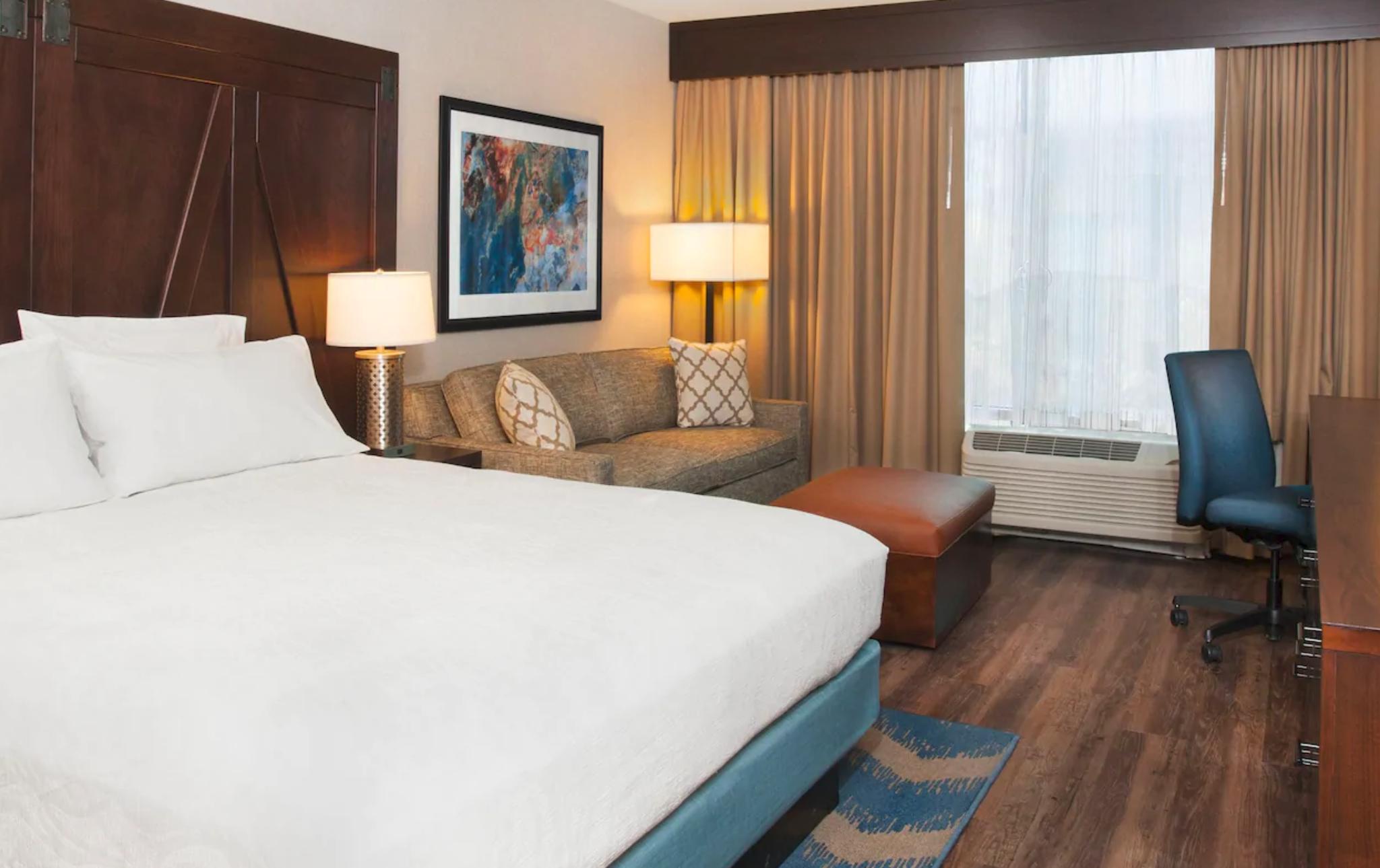 https://www.hotelsbyday.com/_data/default-hotel_image/4/21566/screenshot-2020-08-30-at-10-31-47-pm.png