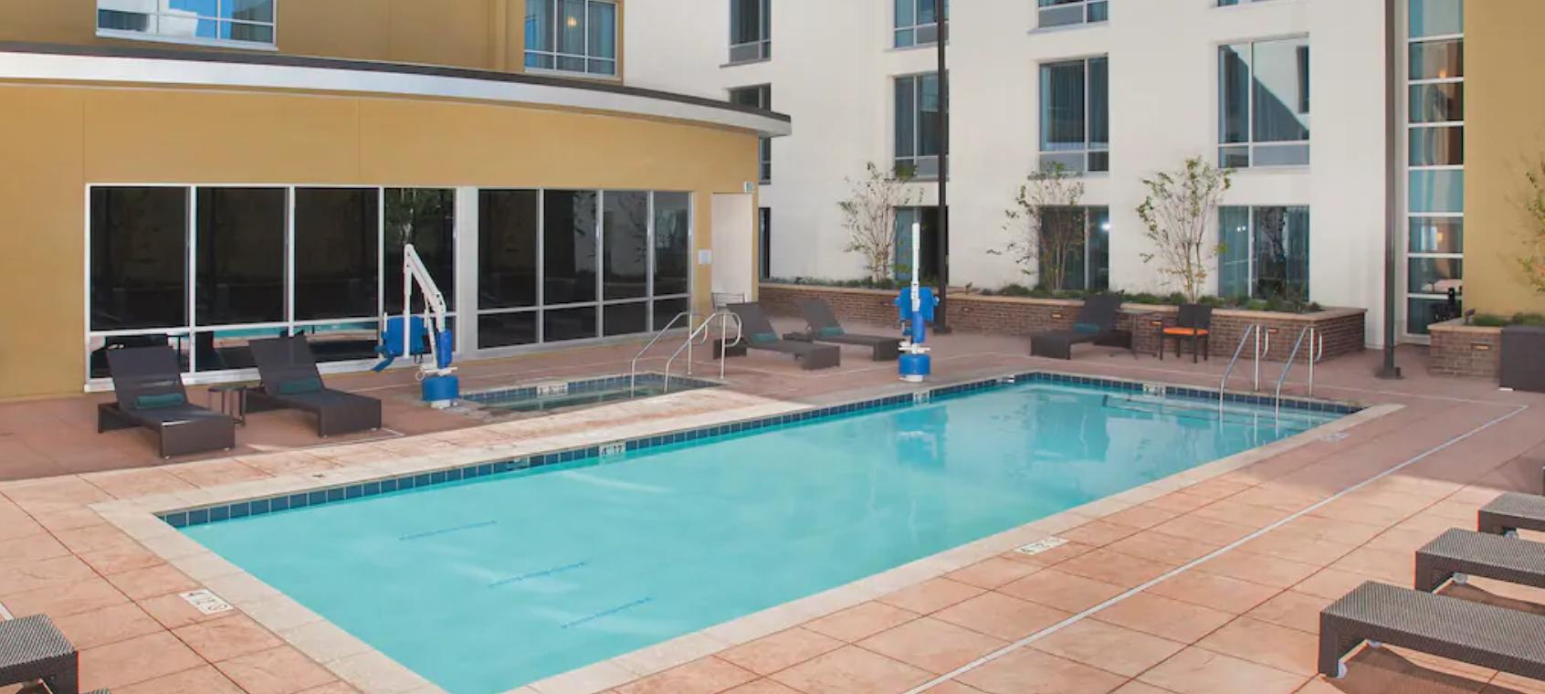 https://www.hotelsbyday.com/_data/default-hotel_image/4/21570/screenshot-2020-08-30-at-10-31-12-pm.png