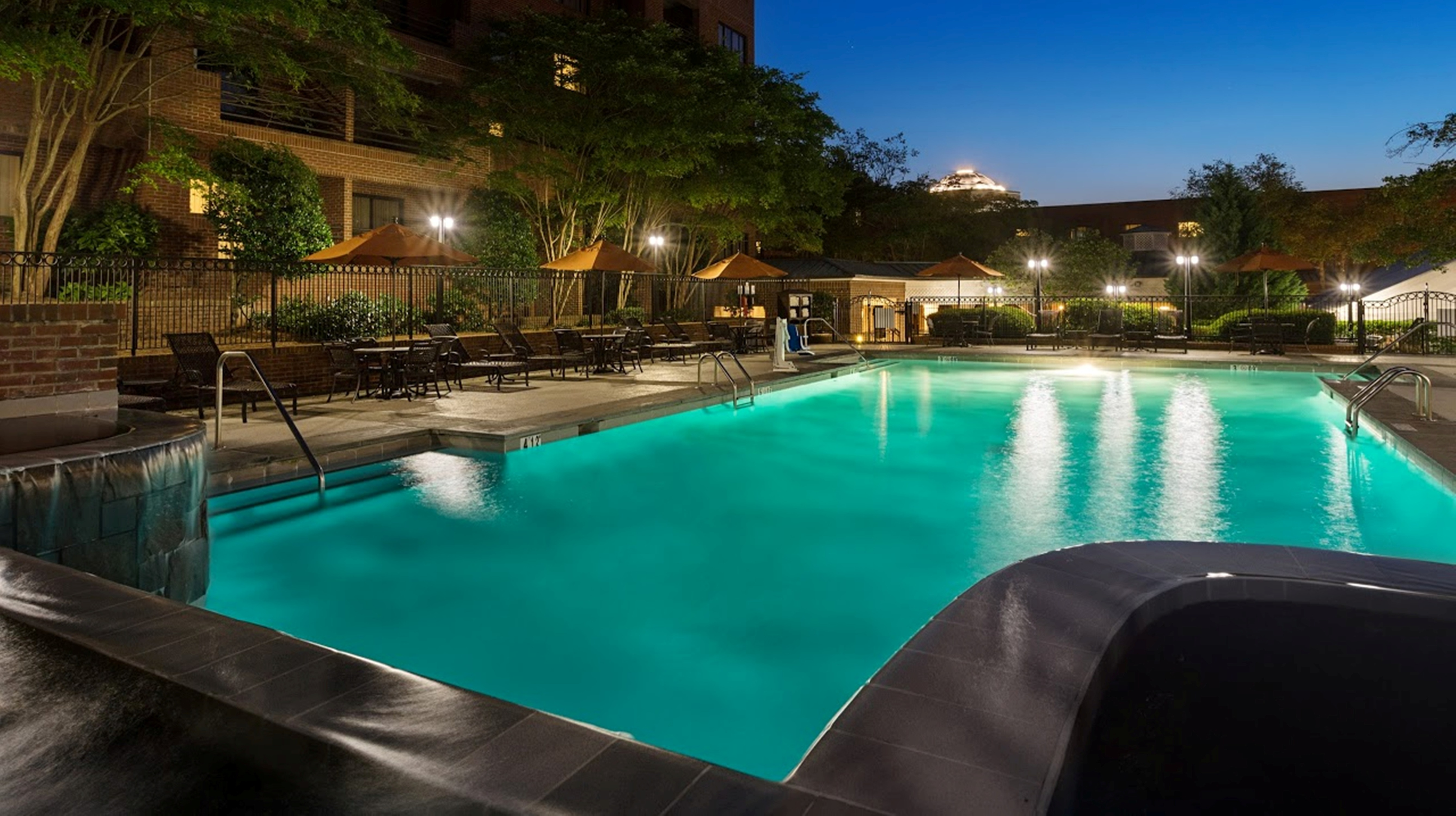 https://www.hotelsbyday.com/_data/default-hotel_image/4/21632/pool-shot-evening.jpg
