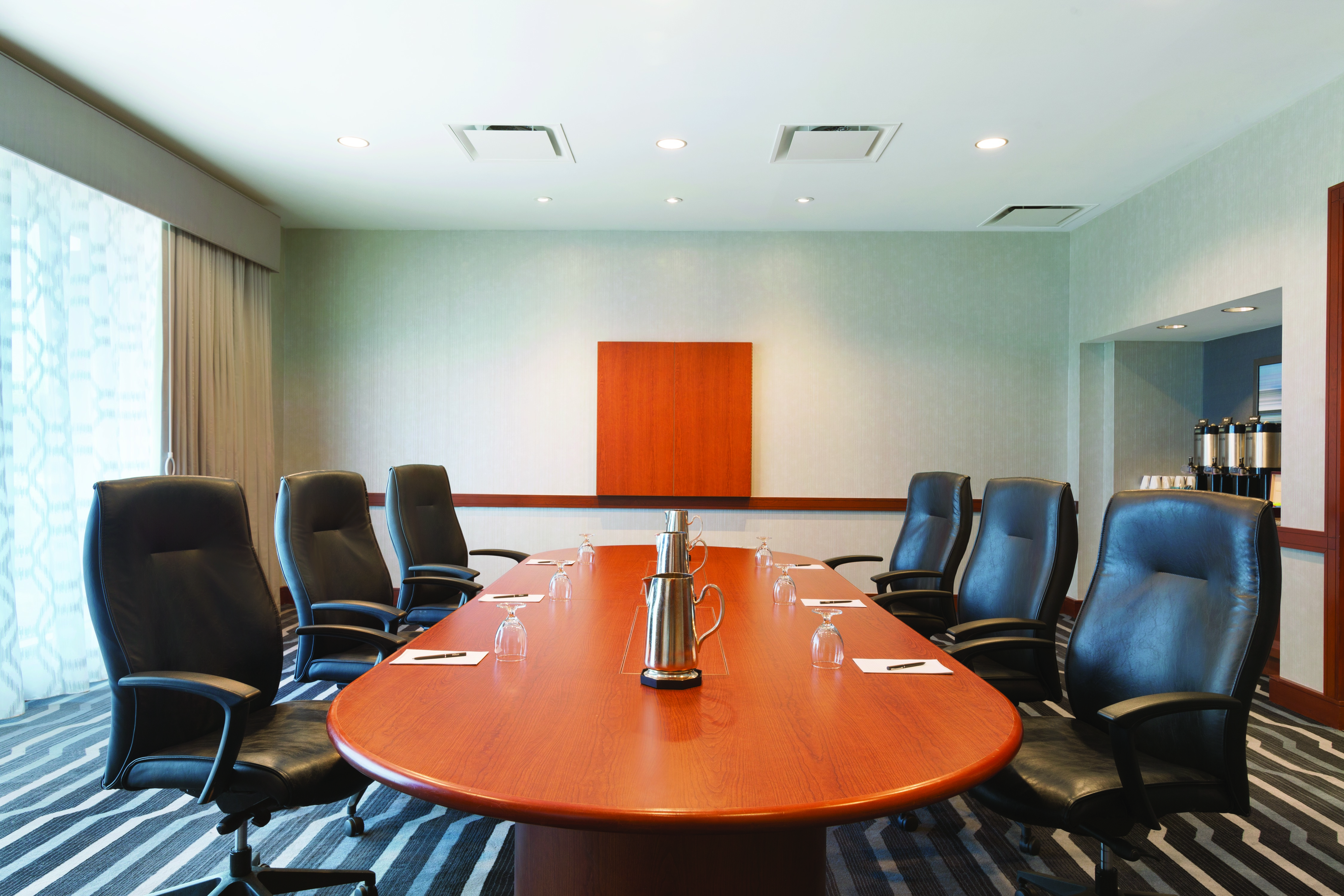 https://www.hotelsbyday.com/_data/default-hotel_image/4/21688/hilton-boston-logan-airport-conference-suite-w-table-205-1014019.jpg