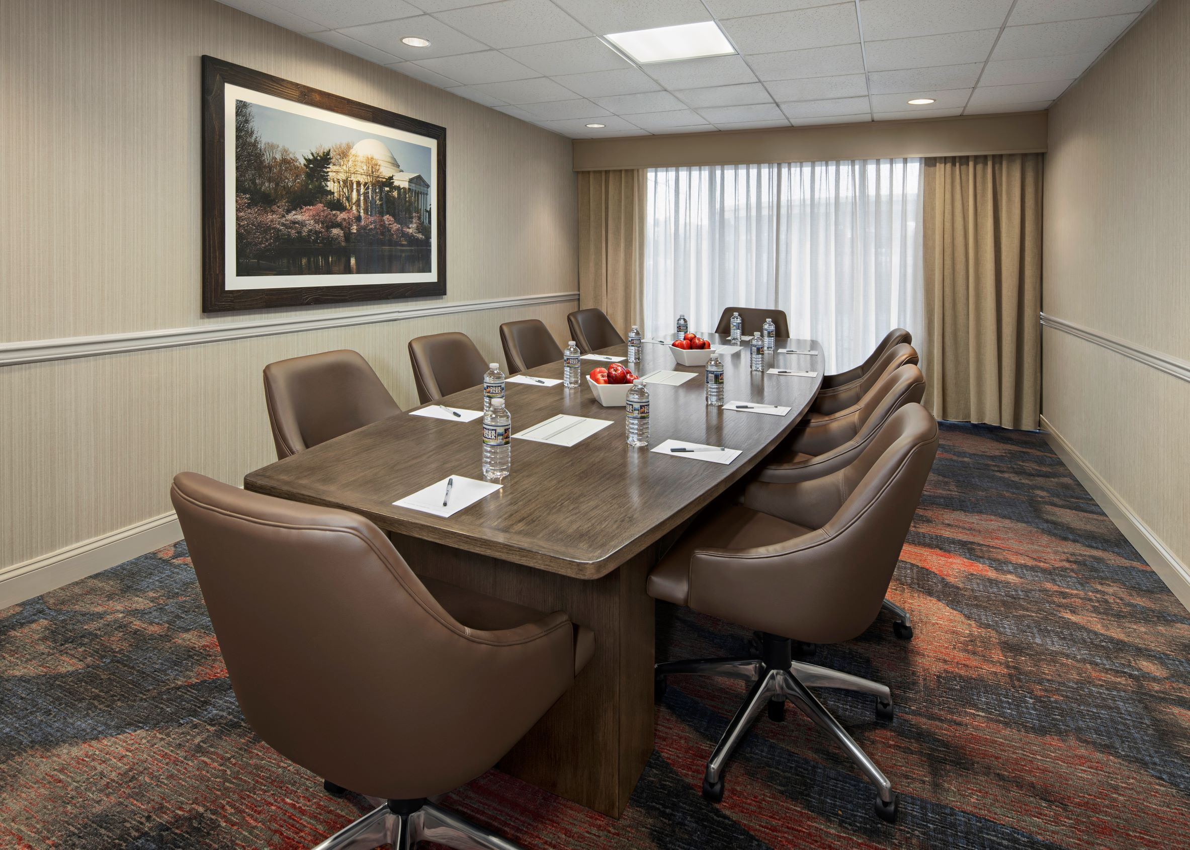 https://www.hotelsbyday.com/_data/default-hotel_image/4/21695/wasaxhx-mt-vernon-boardroom-resized.jpg