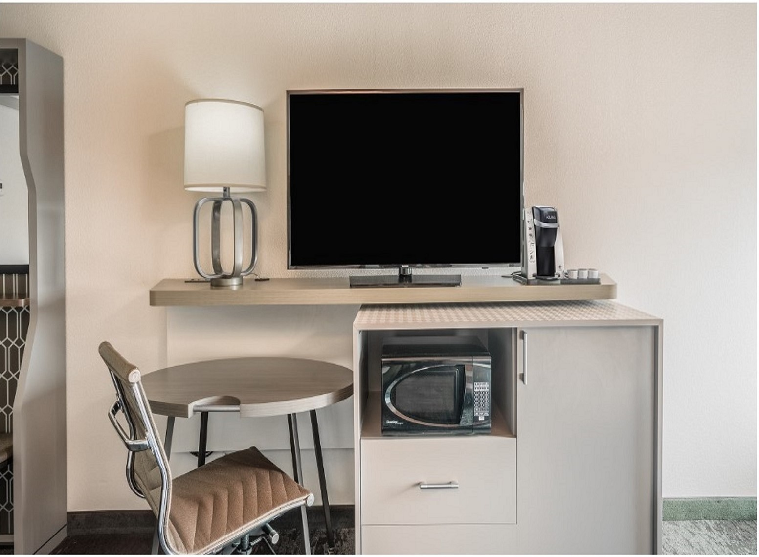 https://www.hotelsbyday.com/_data/default-hotel_image/4/21722/bookingnewworkstation.jpg