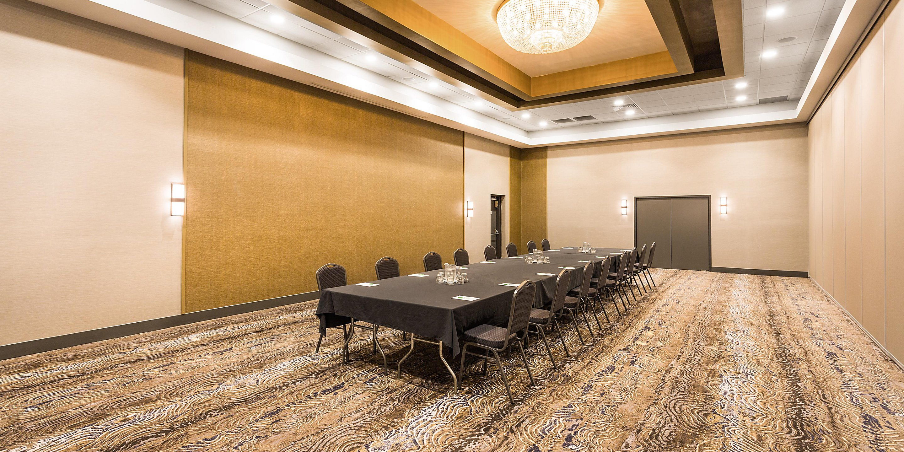 https://www.hotelsbyday.com/_data/default-hotel_image/4/21723/holiday-inn-roanoke-board-room.jpg