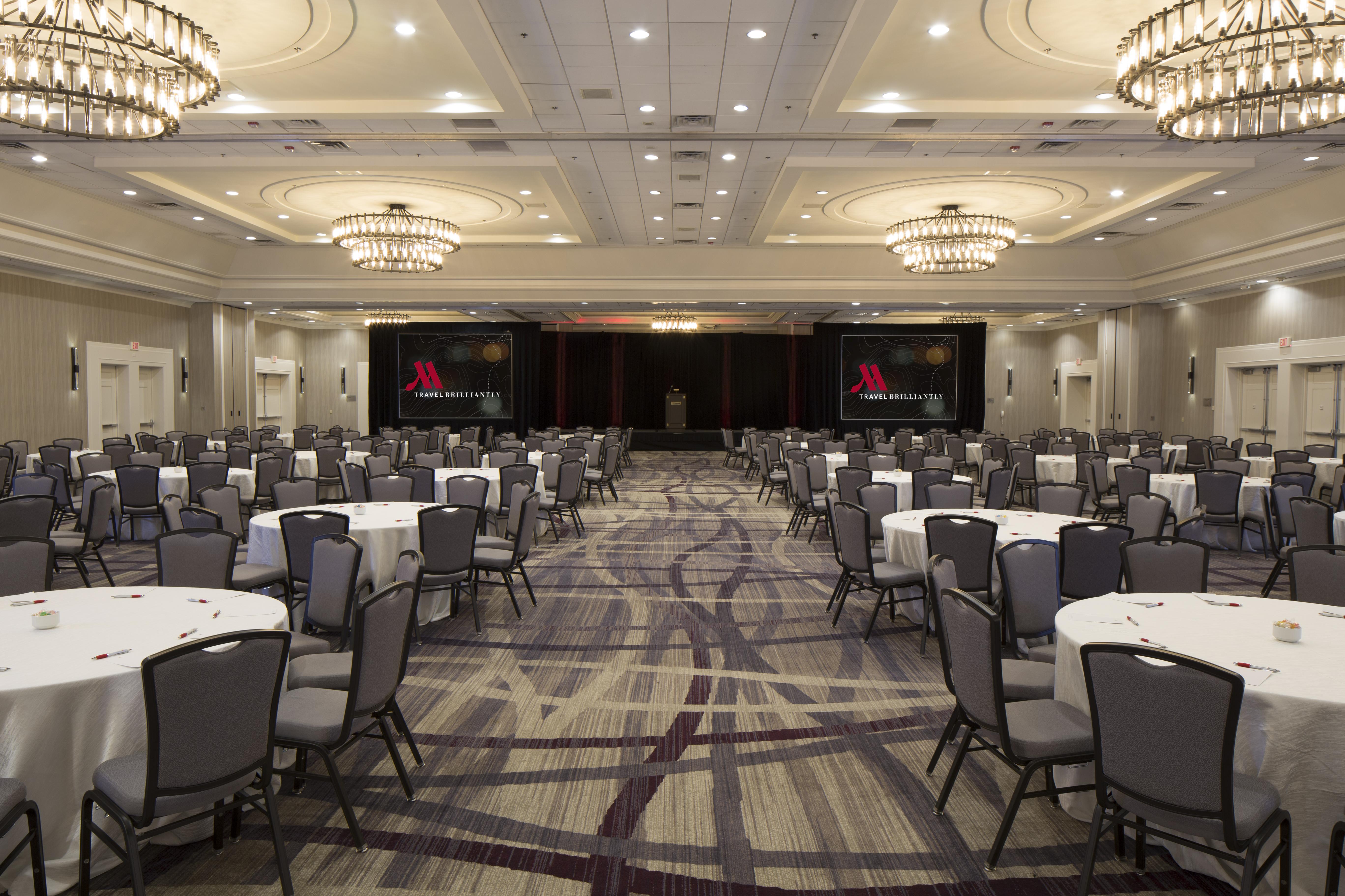 https://www.hotelsbyday.com/_data/default-hotel_image/4/21740/grand-ballroom-1.jpg