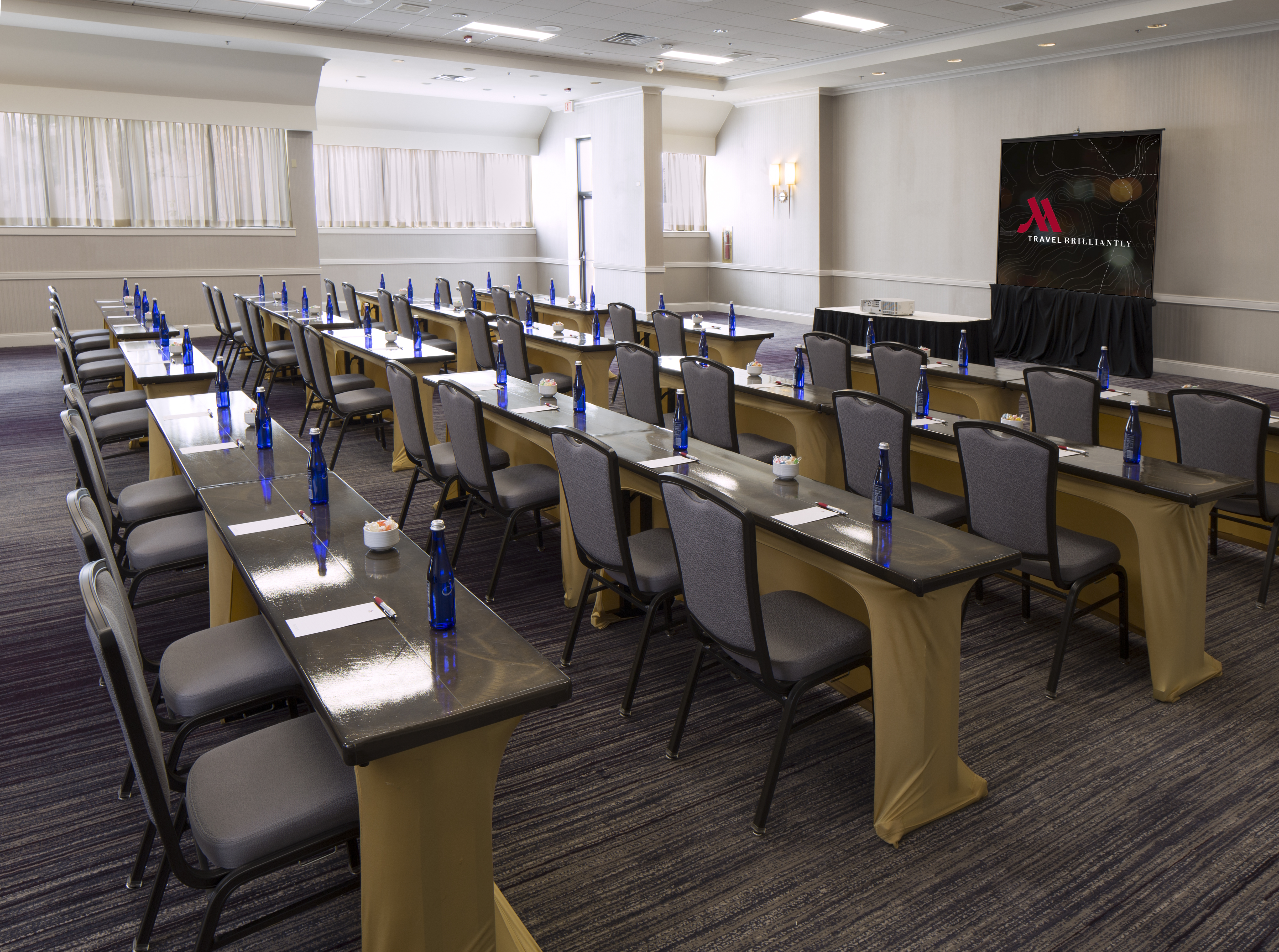 https://www.hotelsbyday.com/_data/default-hotel_image/4/21741/hanover-ballroom-classroom.jpg