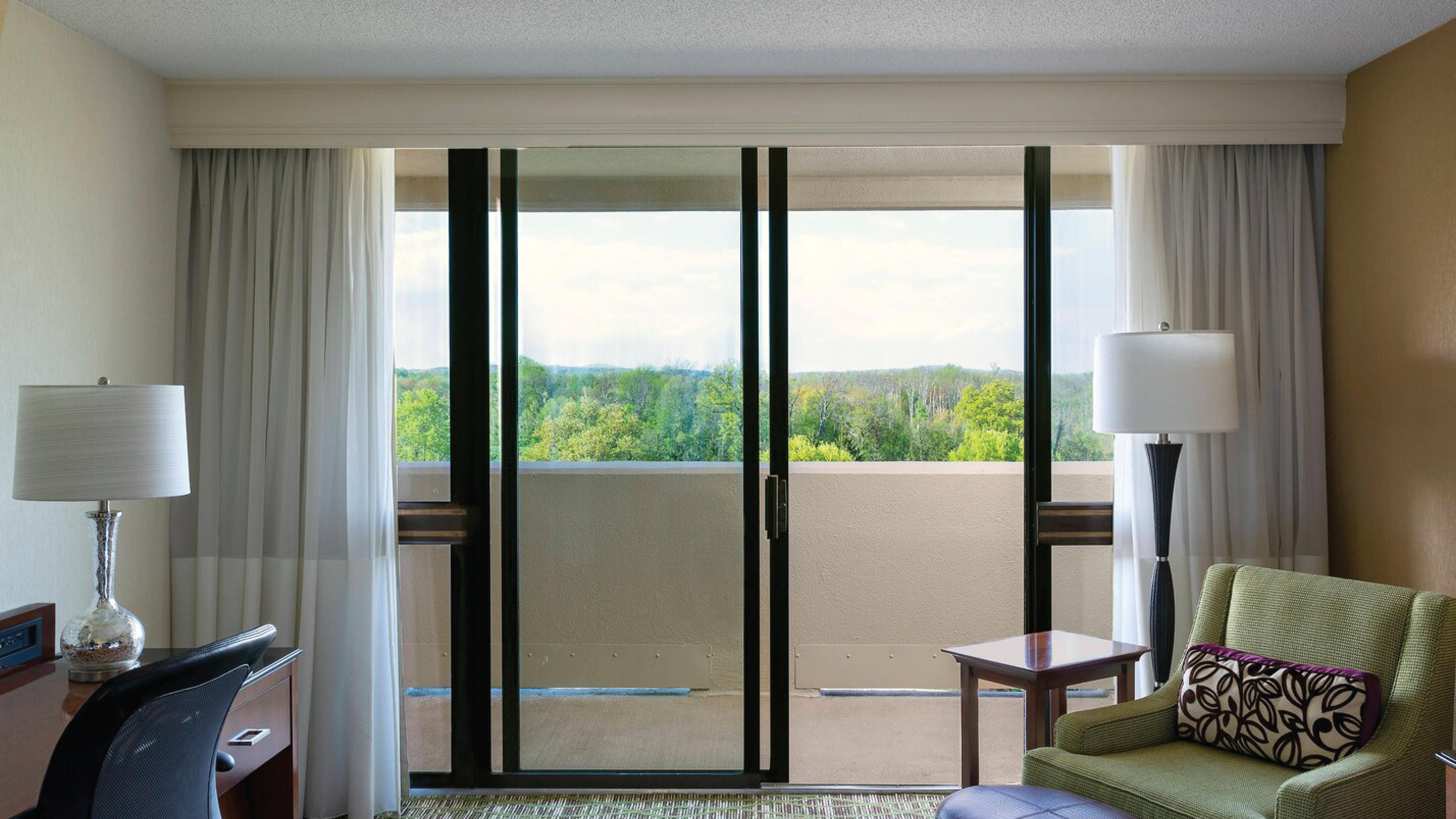 https://www.hotelsbyday.com/_data/default-hotel_image/4/21745/glass-doors.png