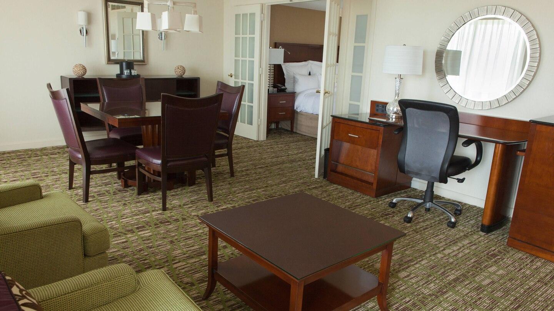 https://www.hotelsbyday.com/_data/default-hotel_image/4/21748/ewrho-suite-0058-hor-wide.jpg