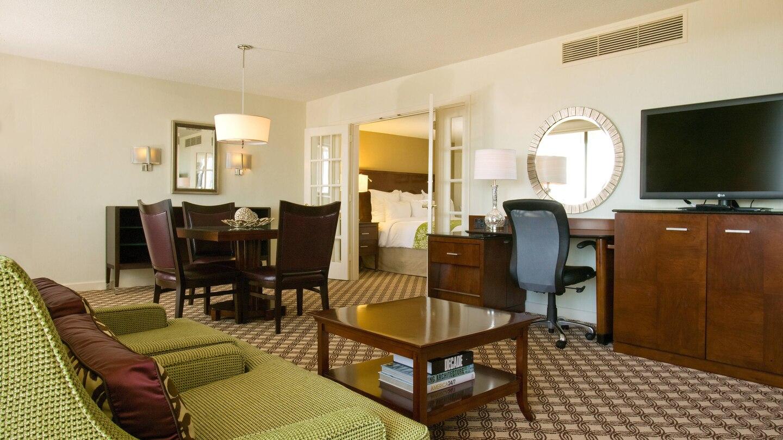 https://www.hotelsbyday.com/_data/default-hotel_image/4/21749/ewrho-suite-0043-hor-wide.jpg