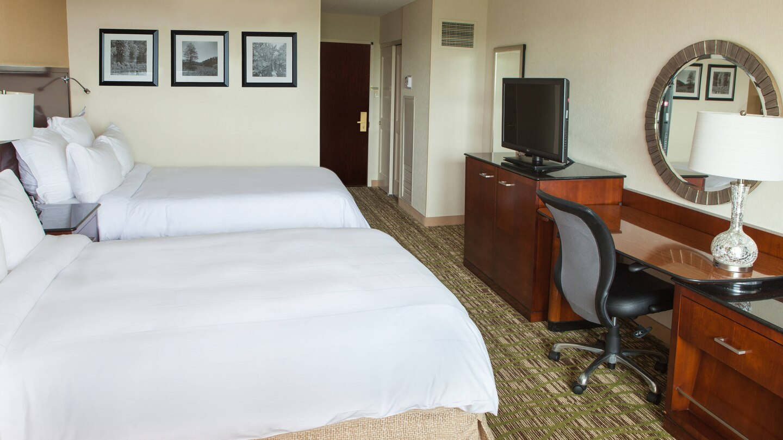https://www.hotelsbyday.com/_data/default-hotel_image/4/21753/ewrho-guestroom-0049-hor-wide.jpg