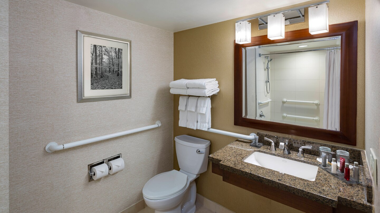 https://www.hotelsbyday.com/_data/default-hotel_image/4/21755/ewrho-bathroom-0084-hor-wide.jpg