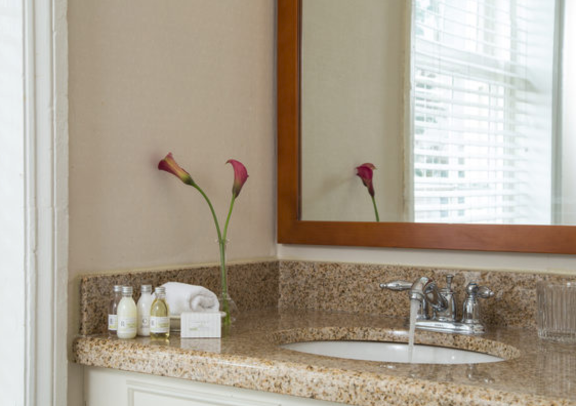 https://www.hotelsbyday.com/_data/default-hotel_image/4/21815/screenshot-2020-09-11-at-12-10-40-am.png