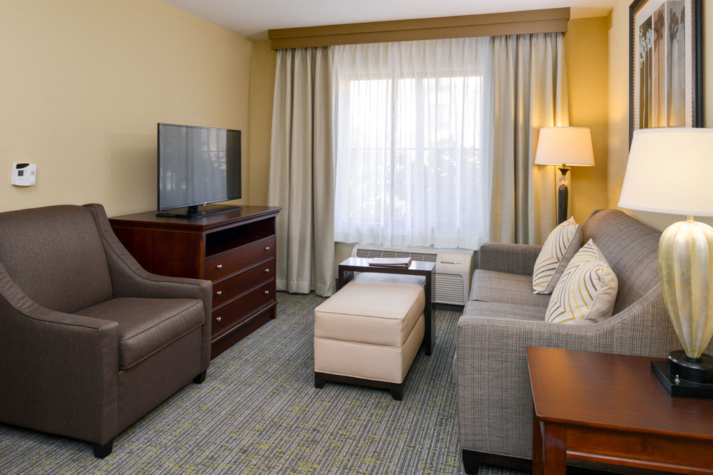 https://www.hotelsbyday.com/_data/default-hotel_image/4/21867/hws-fresno-2-queen-bdrm-suite-3.jpg