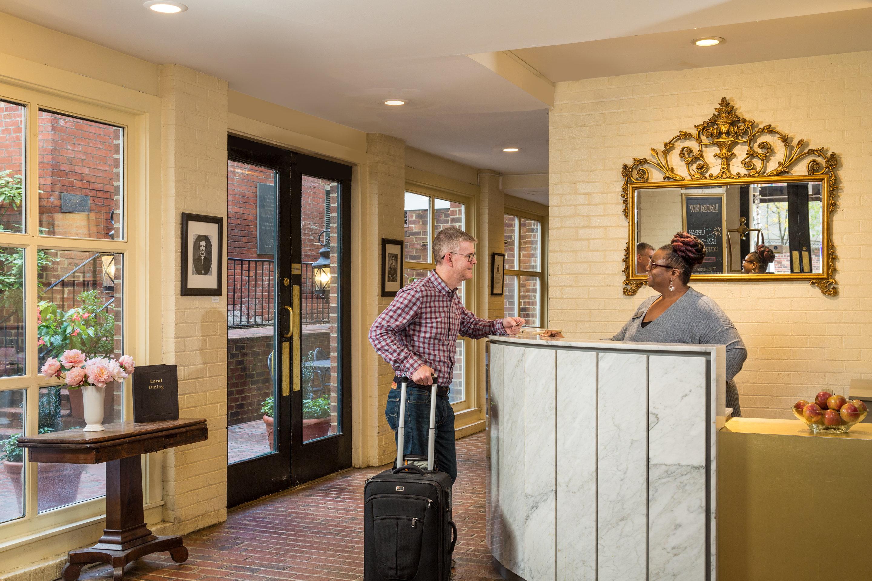 https://www.hotelsbyday.com/_data/default-hotel_image/4/21870/rsz-lindenrow-parlor-lobby-4-edit.jpg